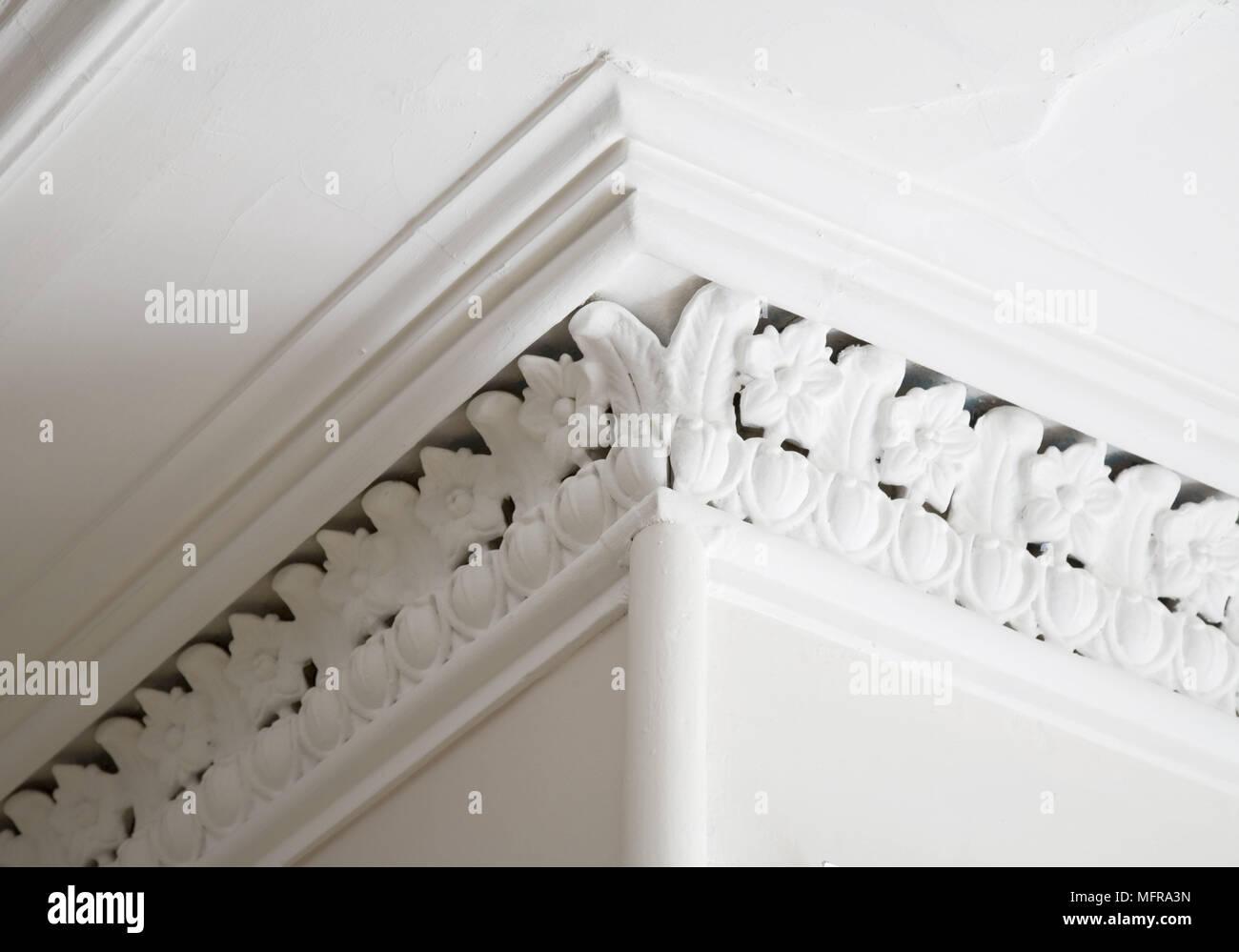 how to cut ceiling corner cornice