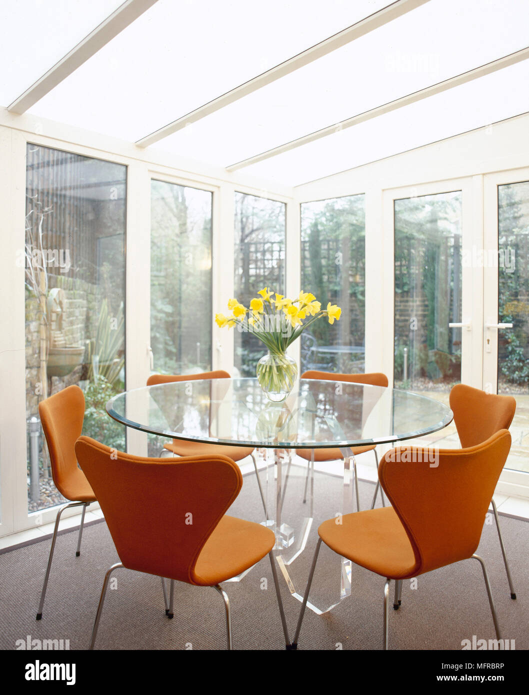 Awe Inspiring Modern Conservatory Dining Area With Glass Walls And Roof Uwap Interior Chair Design Uwaporg