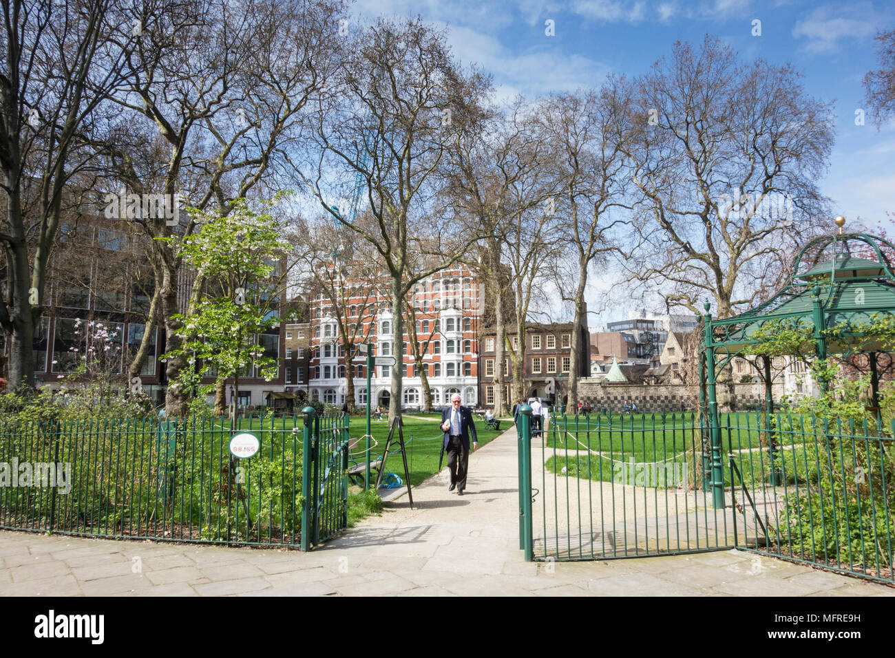 People relaxing on a summer's day in Charterhouse Square, London, EC1, UK - Stock Image