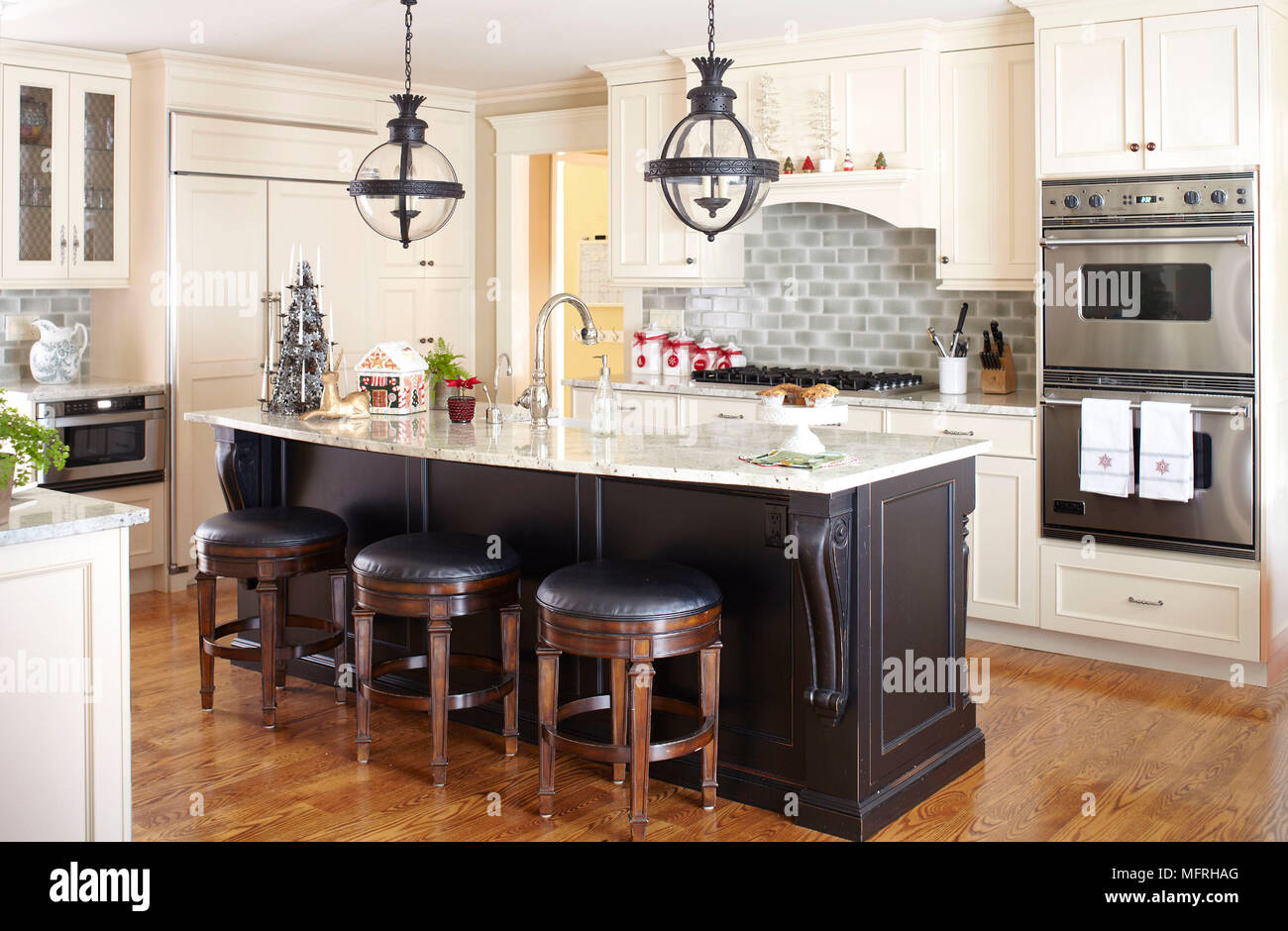 Bar Stools At Kitchen Island Breakfast Bar In Traditional ...
