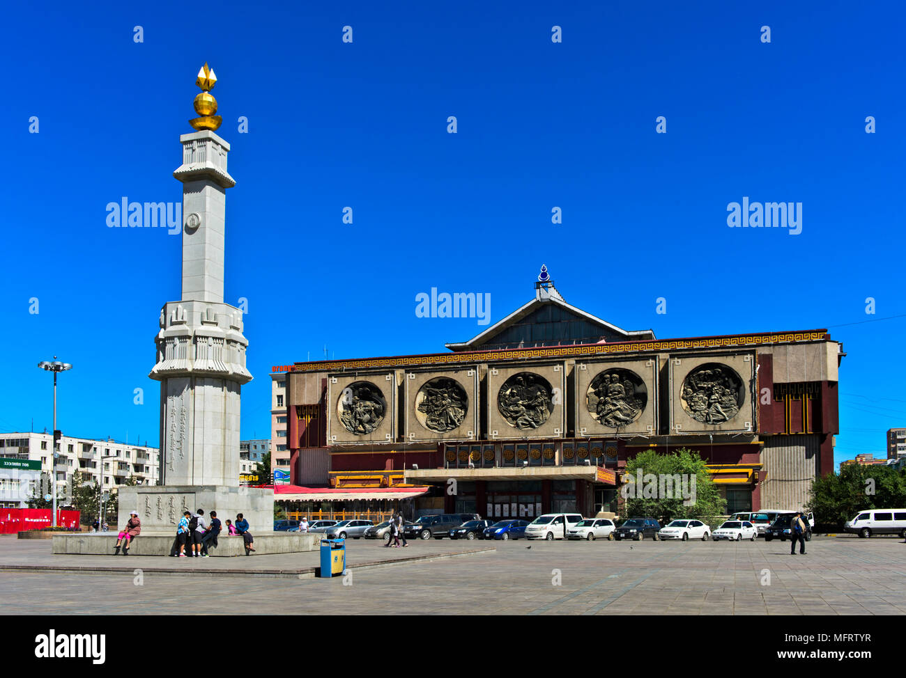 Independence Square with the Independence Monument and Central Museum for Dinosaurs, formerly Lenin Museum, Ulanbator, Mongolia - Stock Image