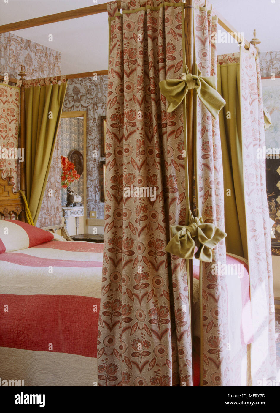 A Detail Of A Traditional Bedroom Four Poster Bed With Pattern Drapes Striped Bed Cover Stock Photo Alamy