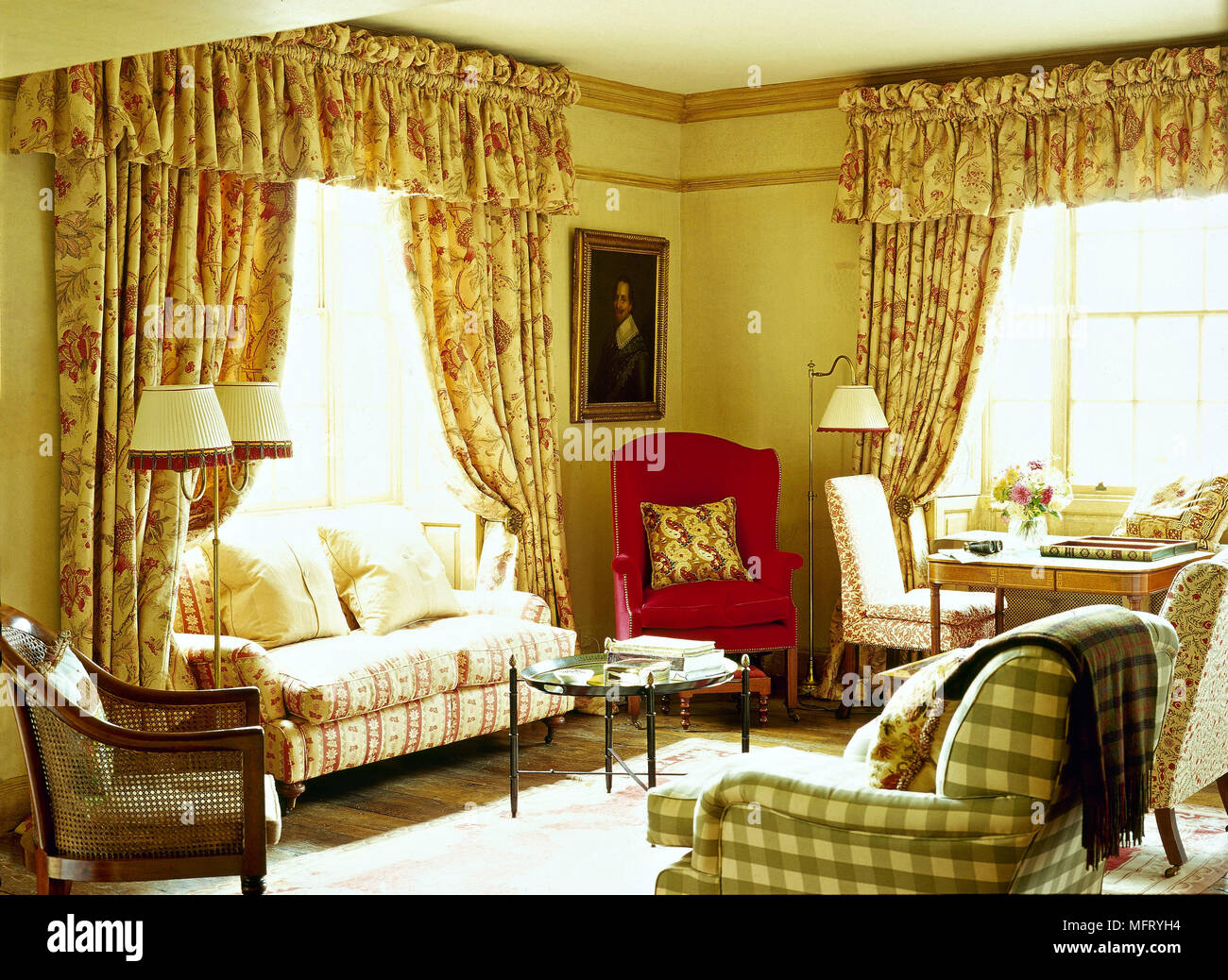 Country Sitting Room Floral Pattern Curtains Pelmet Sofa