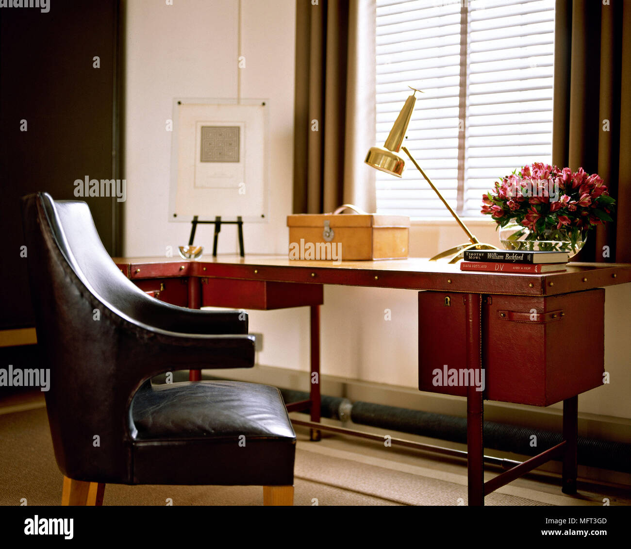 Pleasing Home Office Desk Black Leather Chair Lamp Interiors Offices Interior Design Ideas Clesiryabchikinfo