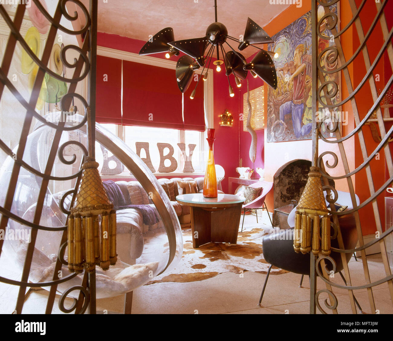 Incroyable Eclectic Red Sitting Room Retro Furniture Roller Blind Abstract Light  Fitting Interiors Rooms Living Spaces Unusual Arty Hippy Colourful Hot  Colours