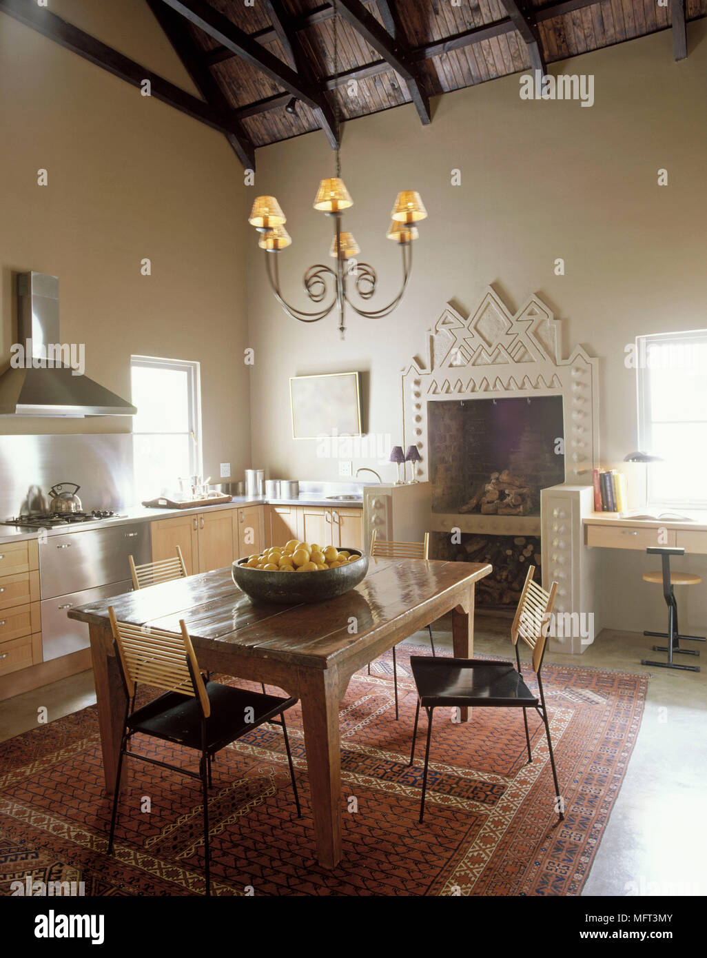 Country Kitchen Wood Units Dining Table Chairs Rug Fireplace Beamed Ceiling Chandelier Interiors Kitchens Rustic Kitchen Diner Diners Fireplaces Stock Photo Alamy