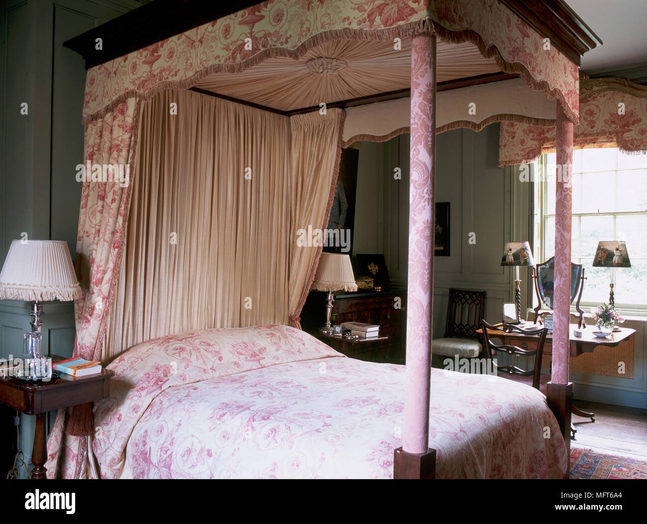 Bed Curtains Romantic High Resolution Stock Photography And Images Alamy