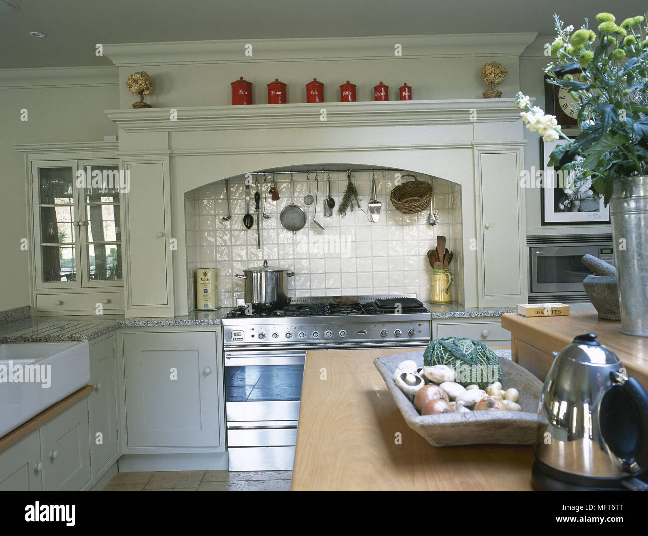 Charmant Traditional Country Kitchen Painted Units Stainless Steel ...