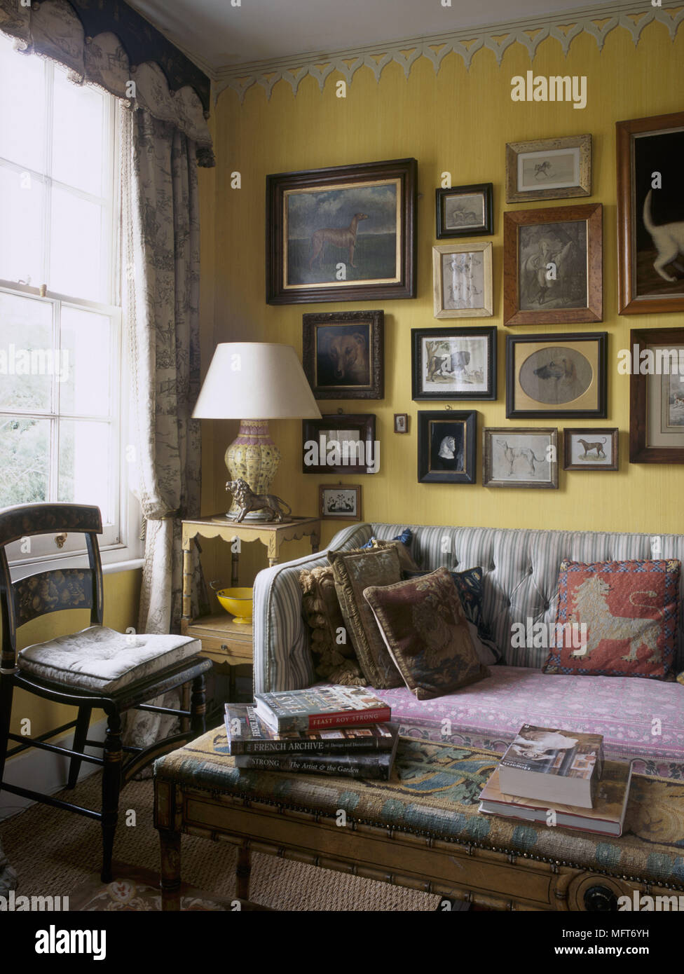 Traditional Furniture Paint Effects Stock Photos & Traditional ...