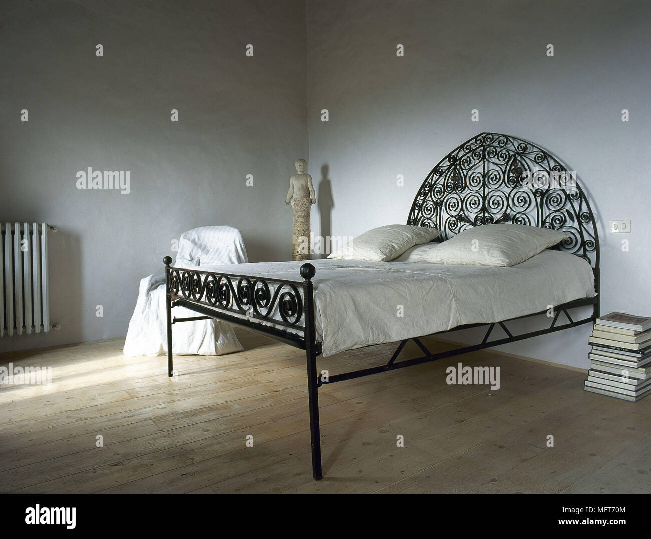 Rustic Simple Bedroom Wood Floor Wrought Iron Bed Interiors Bedrooms Minimalist Beds Country Stock Photo Alamy