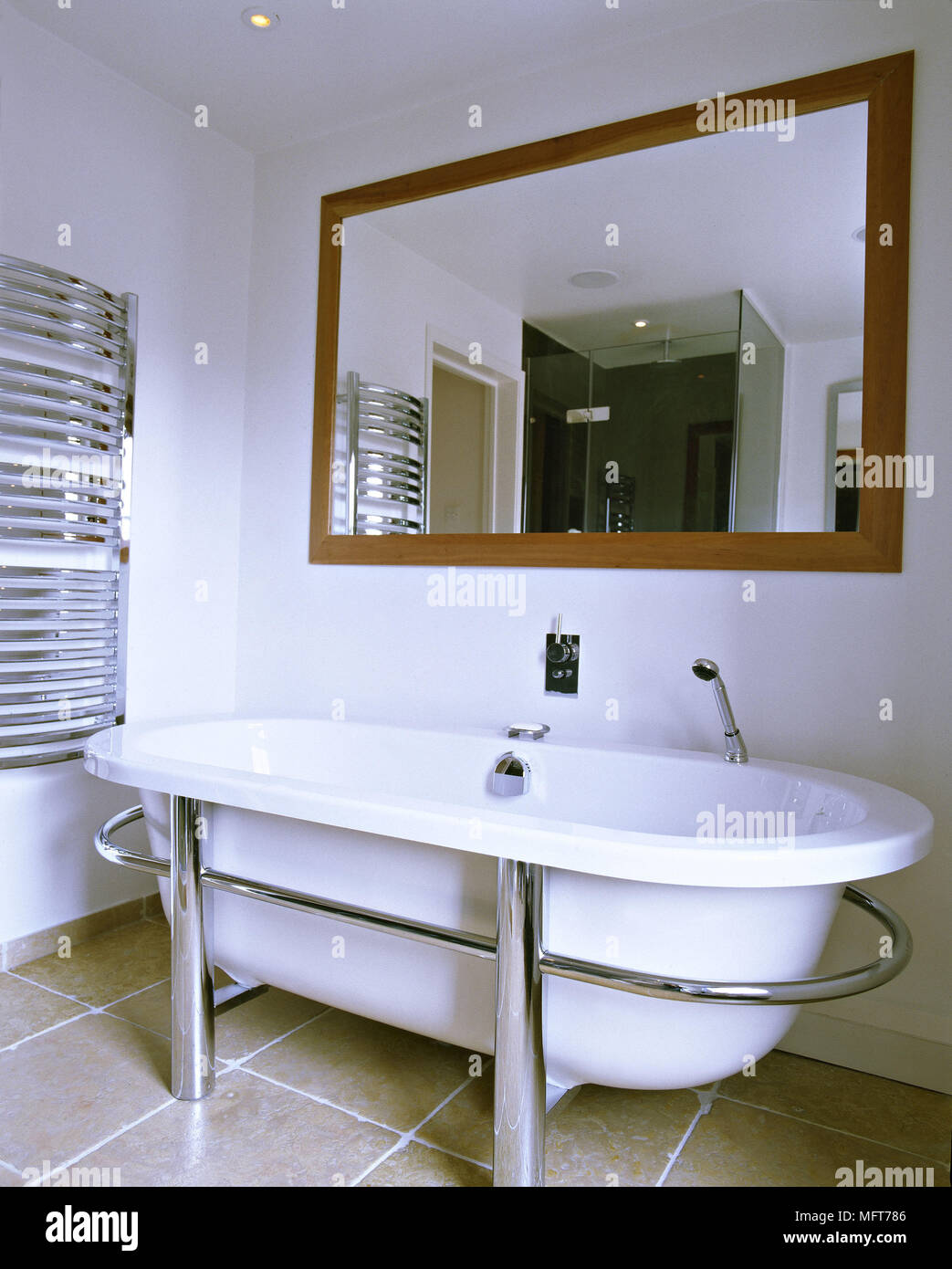 Freestanding Bath Tub Stock Photos & Freestanding Bath Tub Stock ...