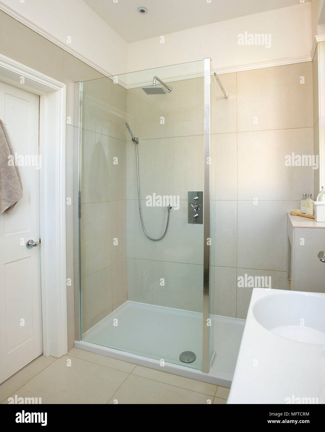 Shower cubicle in modern bathroom Stock Photo: 181860440 - Alamy