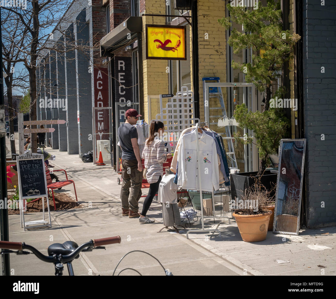 Shopping in the Greenpoint neighborhood of Brooklyn on Sunday, April 22, 2018.   Zoning changes in 2005 promoted residential development in areas previously designated industrial.(© Richard B. Levine) - Stock Image