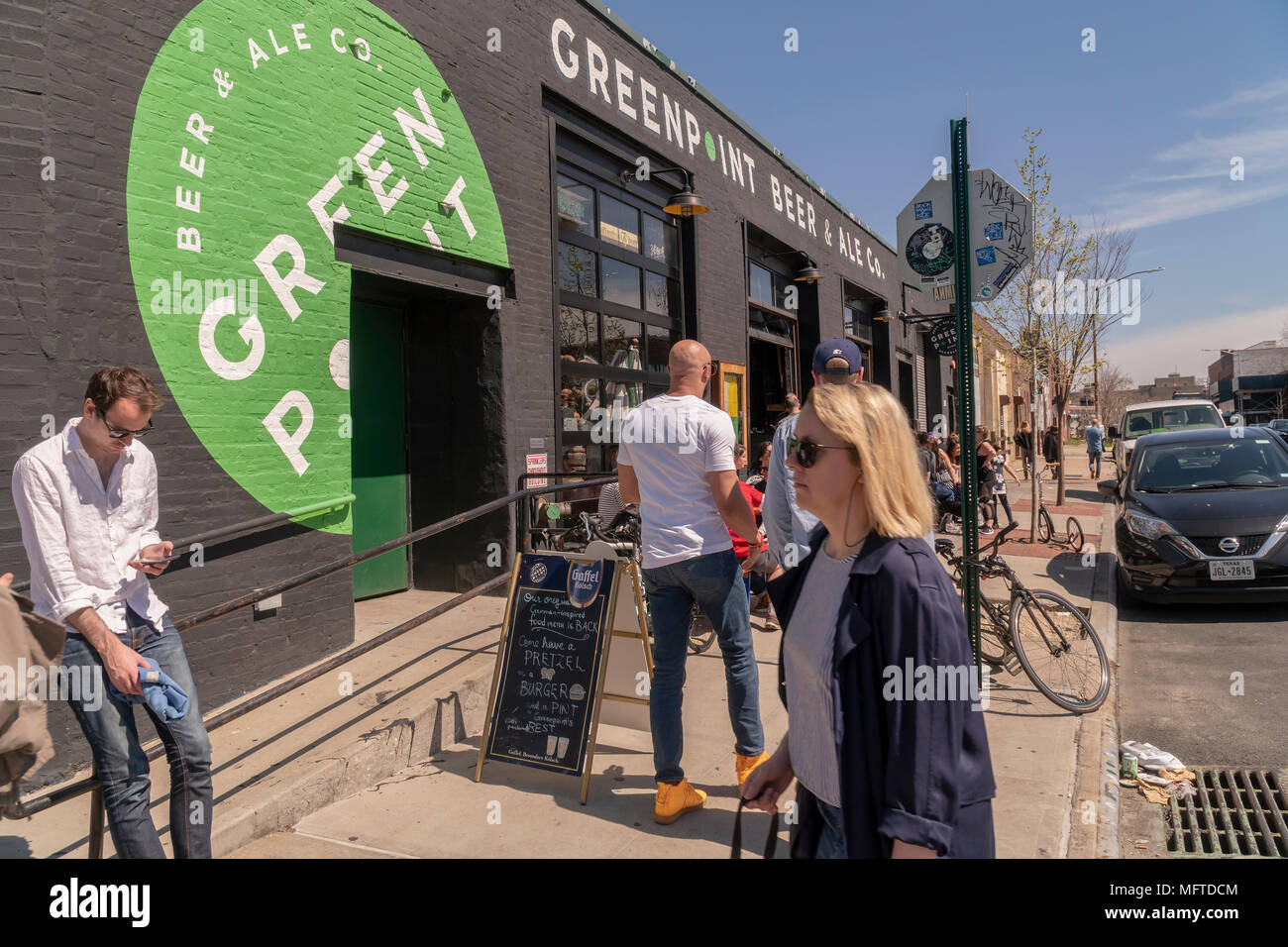 Al fresco dining at the Greenpoint Beer & Ale Co. in the Greenpoint neighborhood of Brooklyn on Sunday, April 22, 2018.   Zoning changes in 2005 promoted residential development in areas previously designated industrial.(© Richard B. Levine) - Stock Image