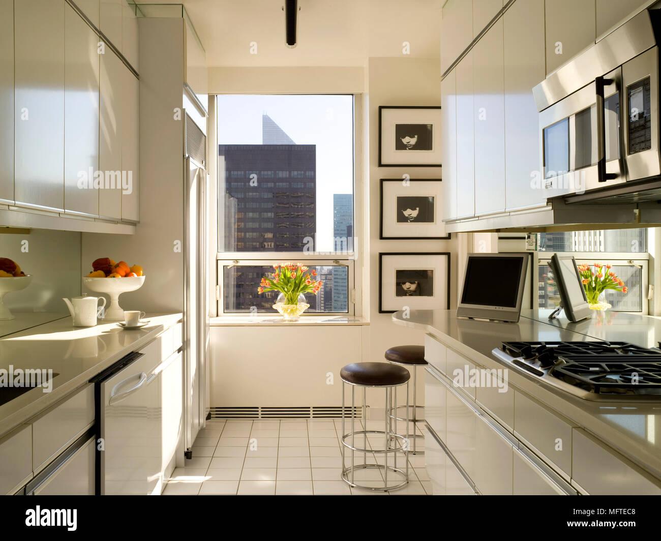 Modern galley kitchen Stock Photo: 181861688 - Alamy
