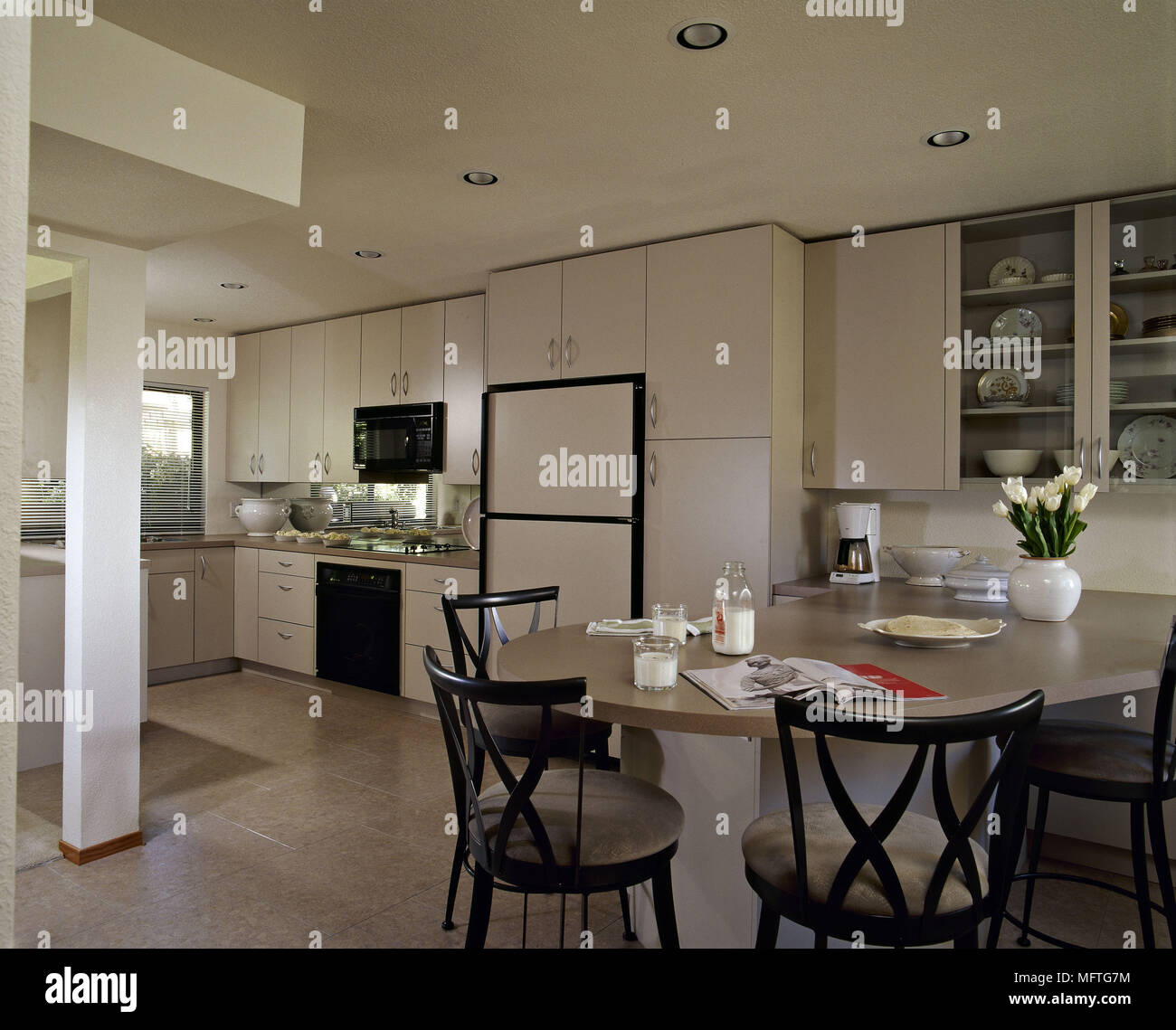 Interiors Modern Cream Kitchens Stock Photos & Interiors