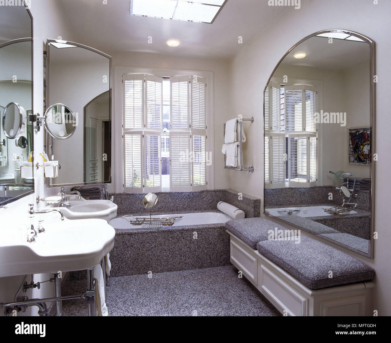 Terrific Traditional Style Bathroom With Twin Victorian Style Bralicious Painted Fabric Chair Ideas Braliciousco