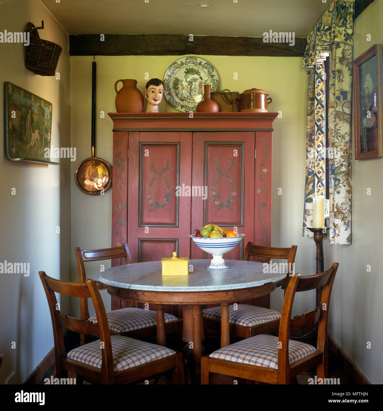 Picture of: Round Marble Top Table And Chairs In Country Dining Room Stock Photo Alamy