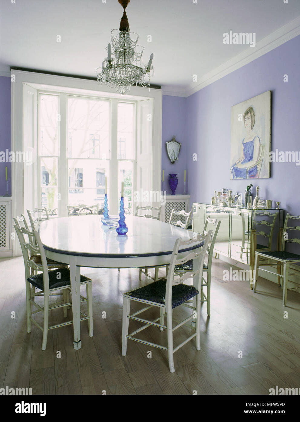 Traditional Dining Room With Oval Dining Table And Chairs Mirrored - Traditional oval dining table