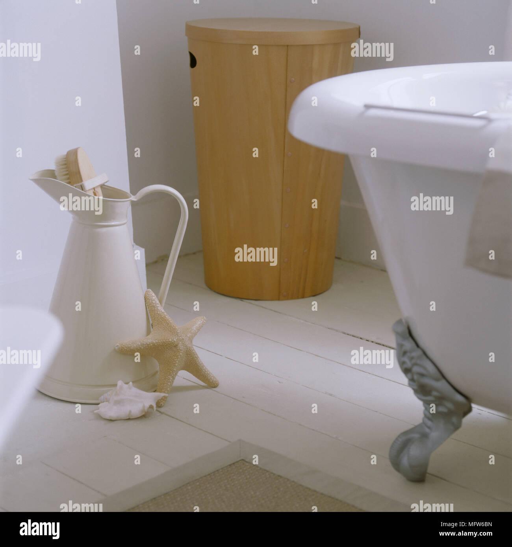 Clawfoot Tub Stock Photos & Clawfoot Tub Stock Images - Alamy