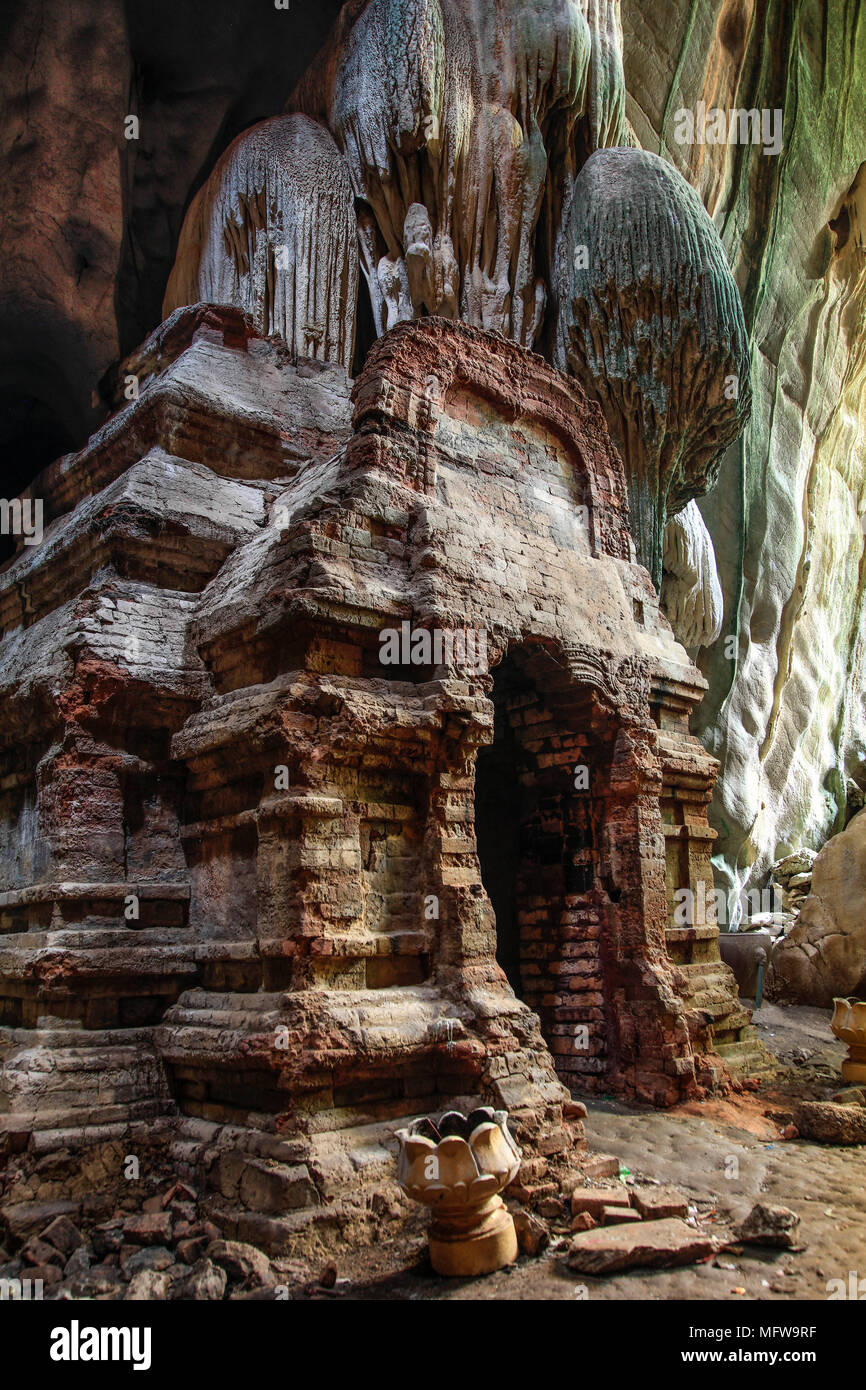 Phnom Chhnork Khmer Hindu cave temple in Kampot province, Cambodia Stock Photo