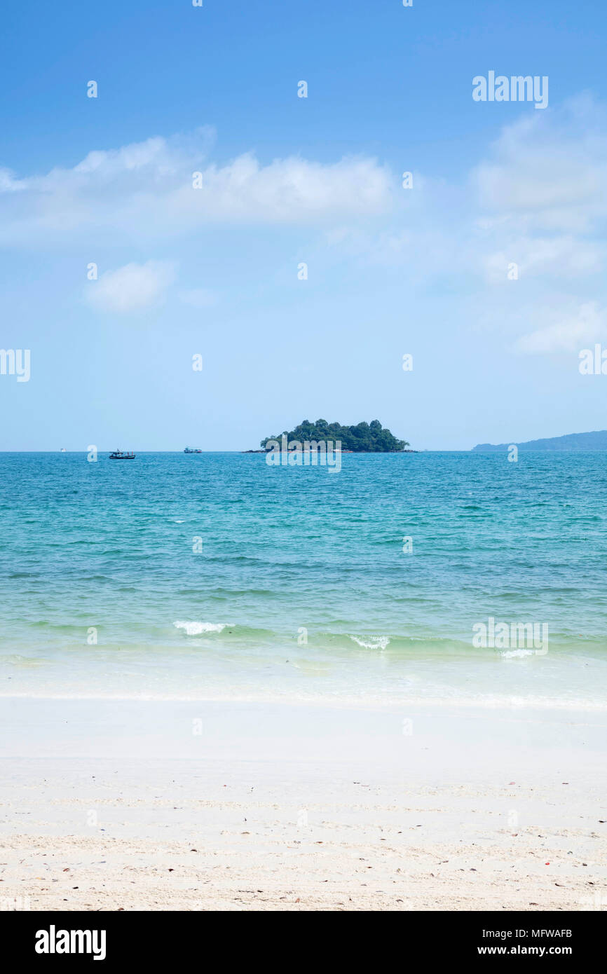 The empty white sand beach of Long Set on Koh Rong island - Stock Image