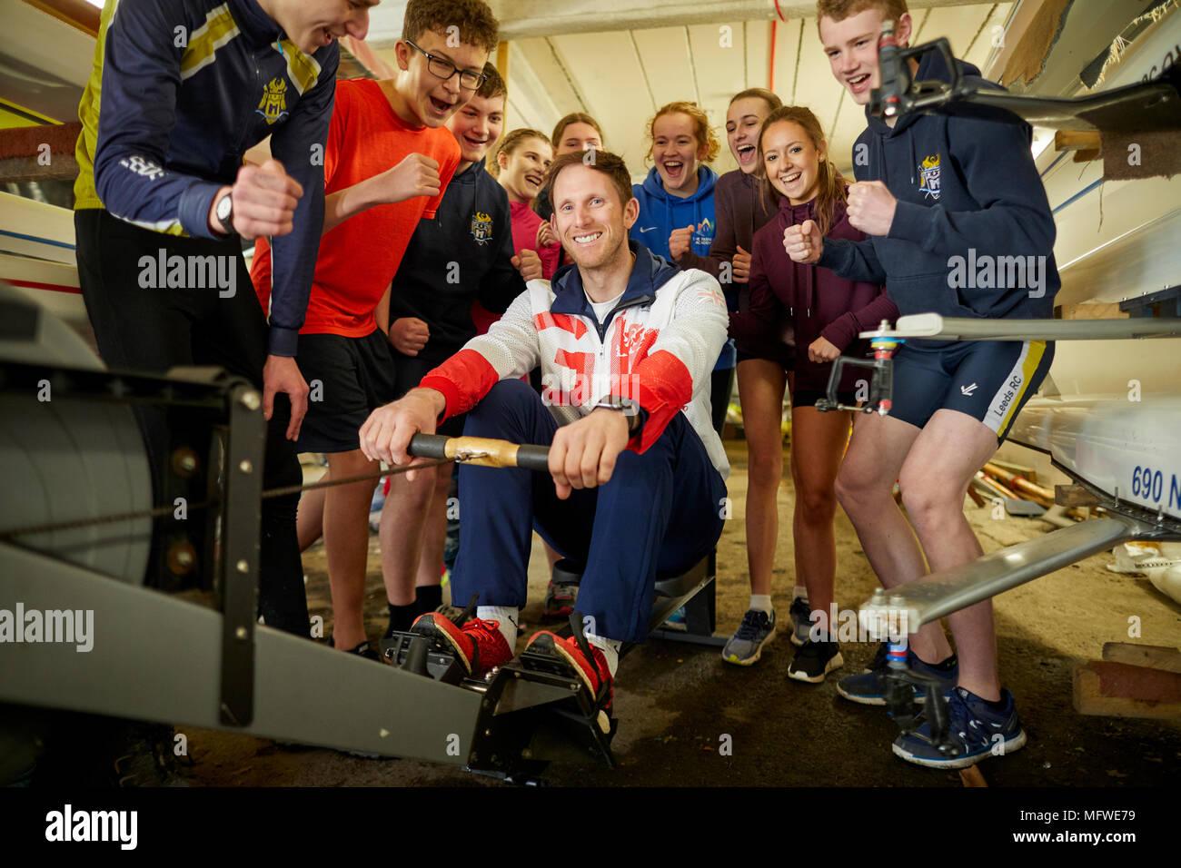 Team GB Athlete, Matt Langridge  at Leeds Rowing Club talking to its young members - Stock Image