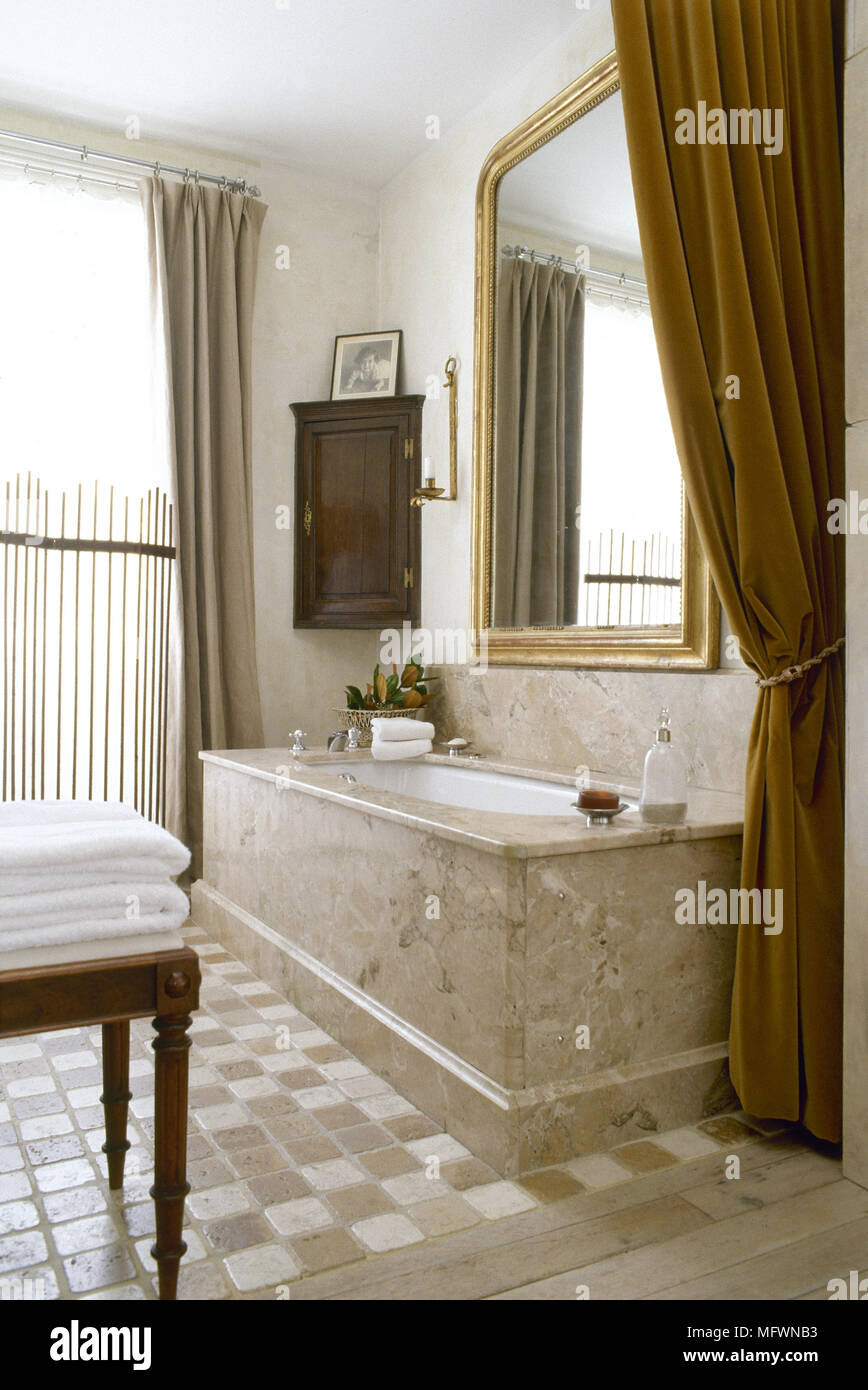 Bathtub Surround Stock Photos & Bathtub Surround Stock Images - Alamy