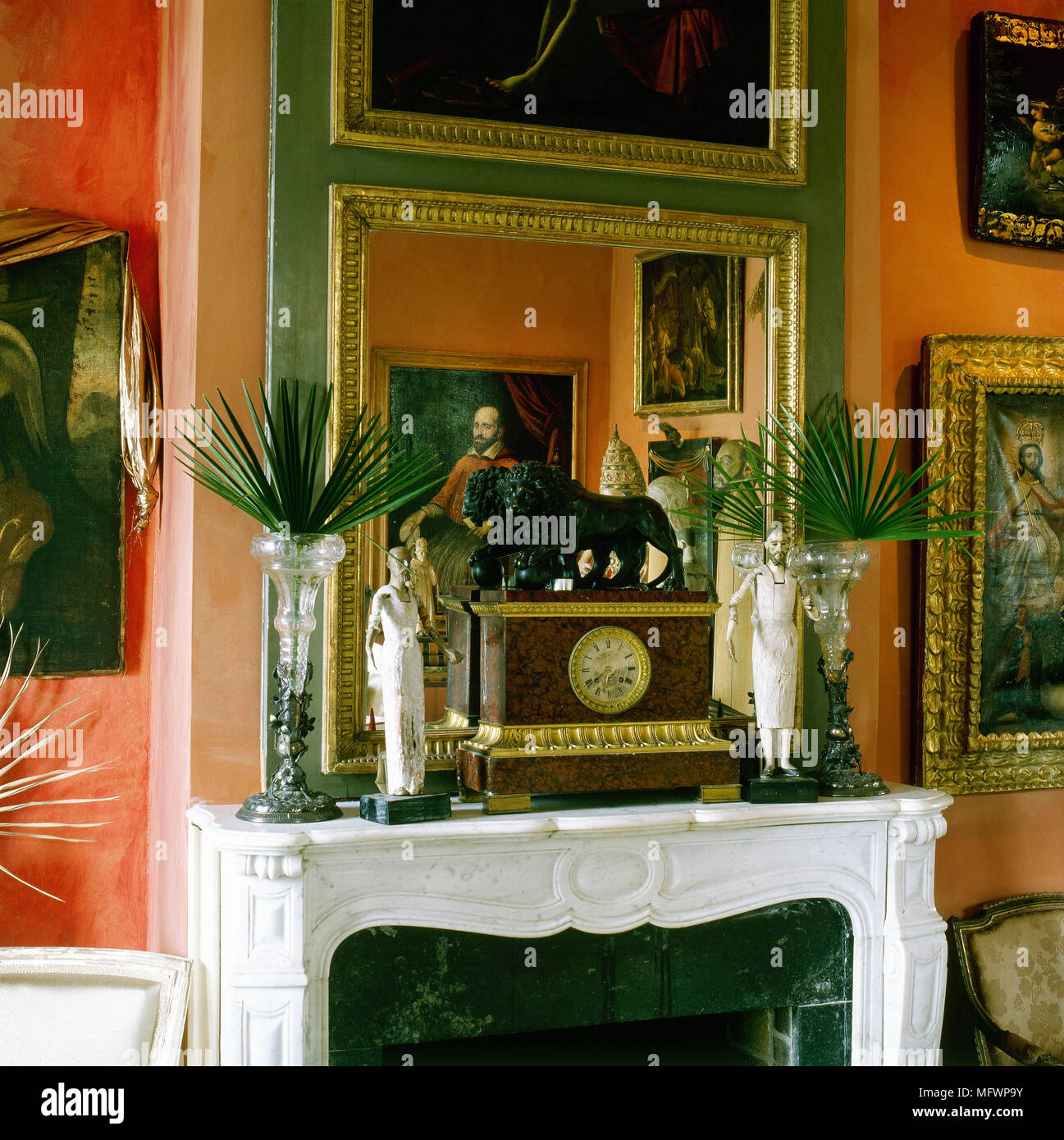 Clock On The Mantelpiece High Resolution Stock Photography And Images Alamy
