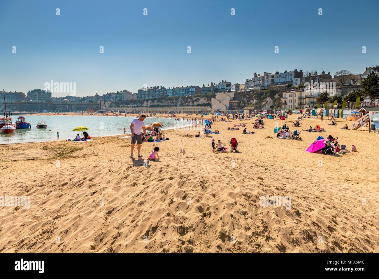 Viking Bay beach on a hot sunny day - Stock Image
