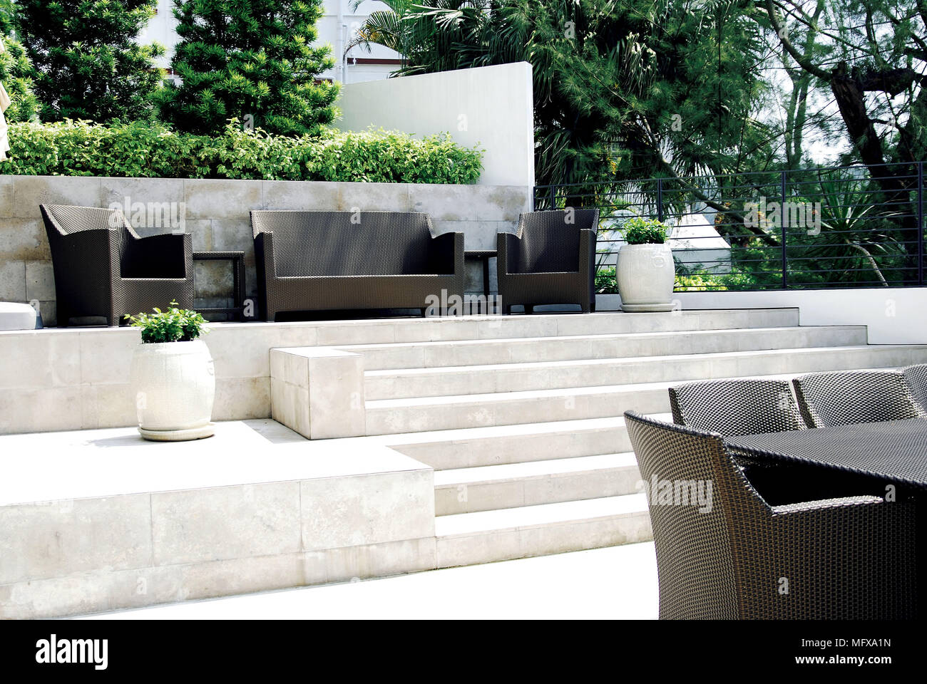 Merveilleux Seating On Split Level Paved Patio Area