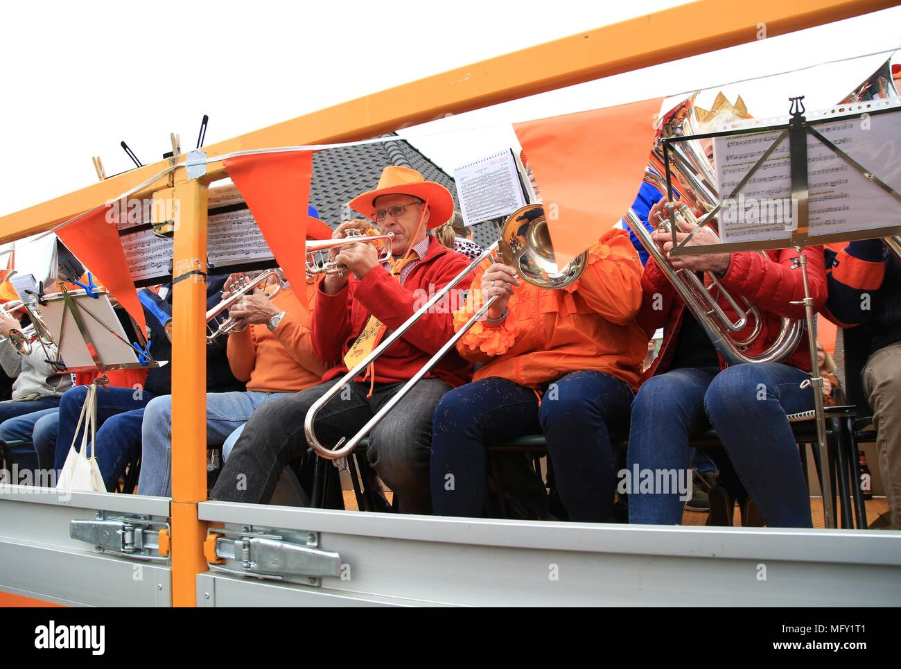 Tienhoven, Netherlands. 27th Apr, 2018. Kingsday Netherlands Tienhoven 27-04-2018  fanfare corps Credit: Catchlight Visual Services/Alamy Live News - Stock Image