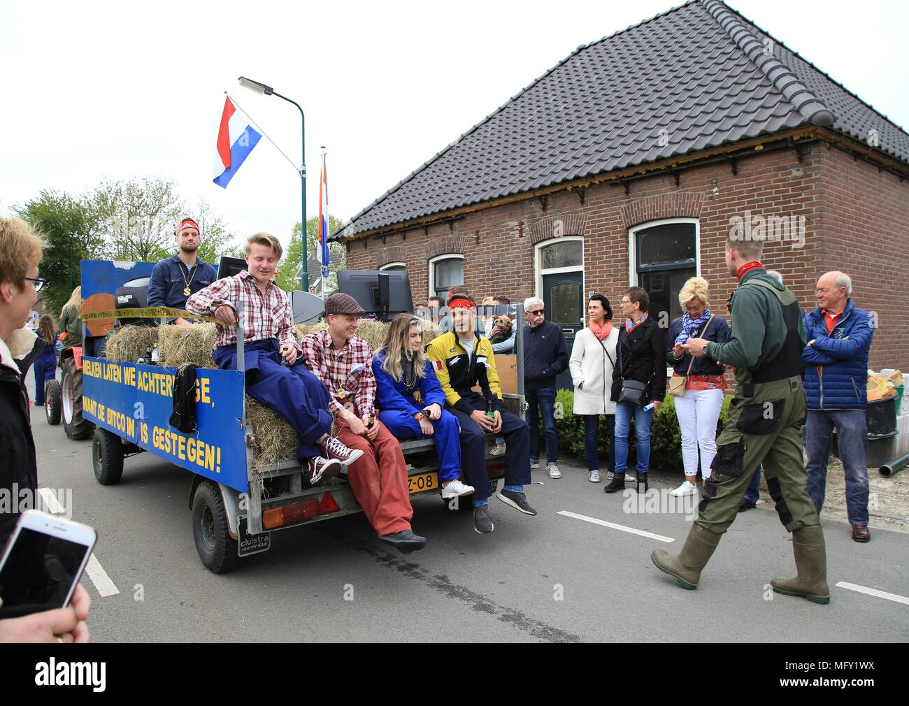 Tienhoven, Netherlands. 27th Apr, 2018. Kingsday Netherlands Tienhoven 27-04-2018 procession bitcoin hype Credit: Catchlight Visual Services/Alamy Live News - Stock Image