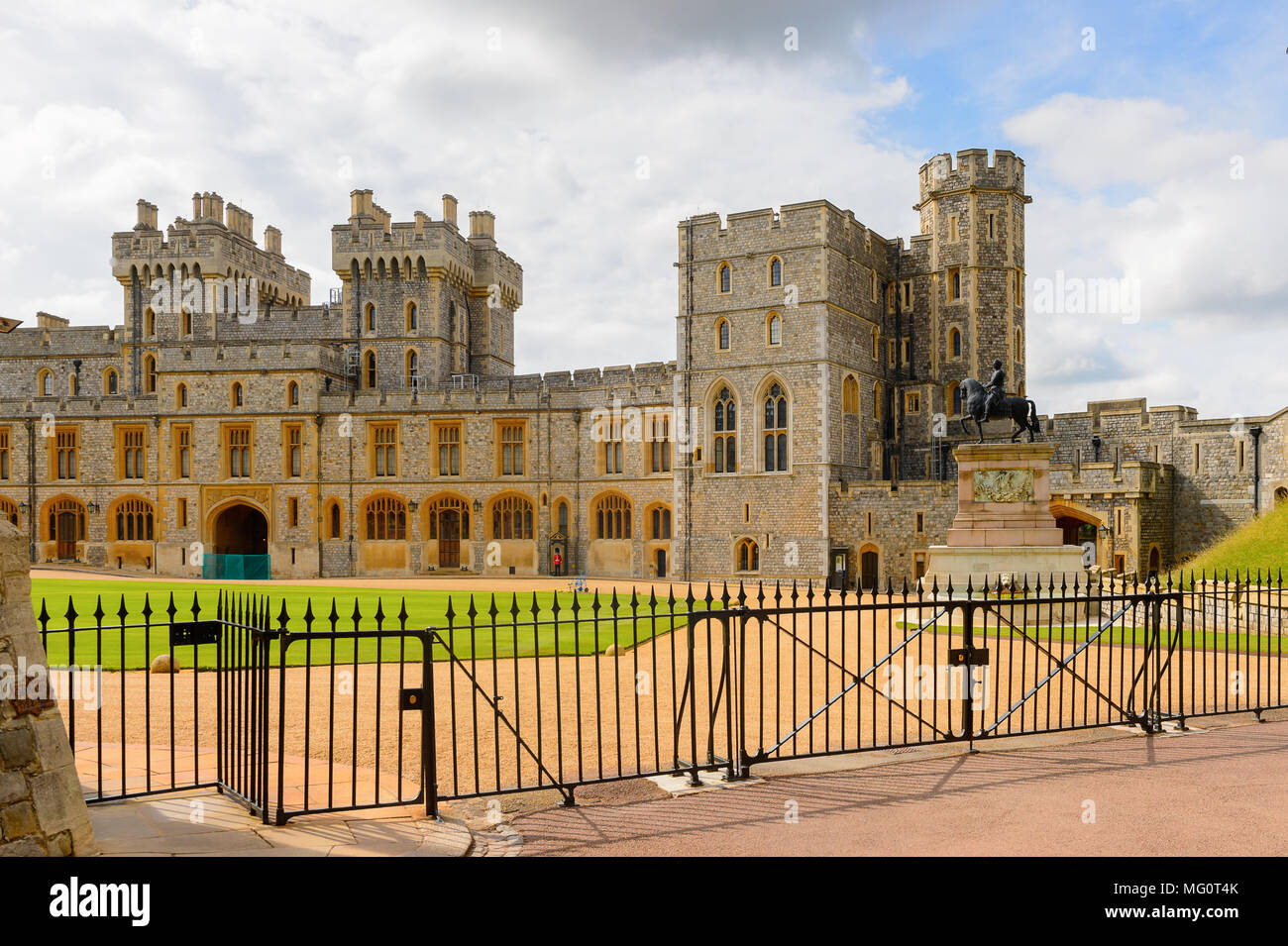 South Wing of the Upper Ward, Windsor Castle, Berkshire, England. Official Residence of Her Majesty The Queen - Stock Image