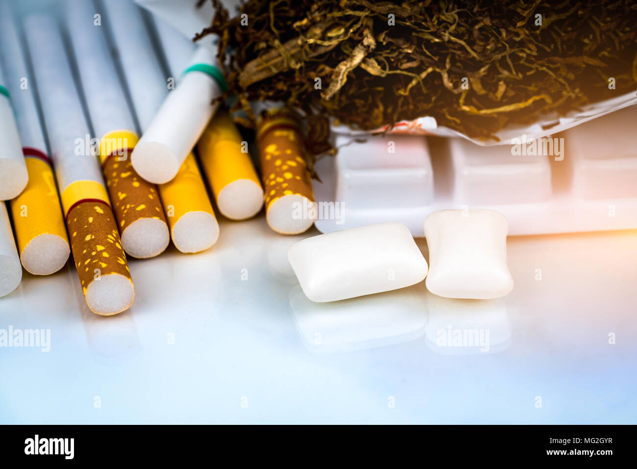 Smoking To Lung Cancer Stock Photos & Smoking To Lung Cancer Stock