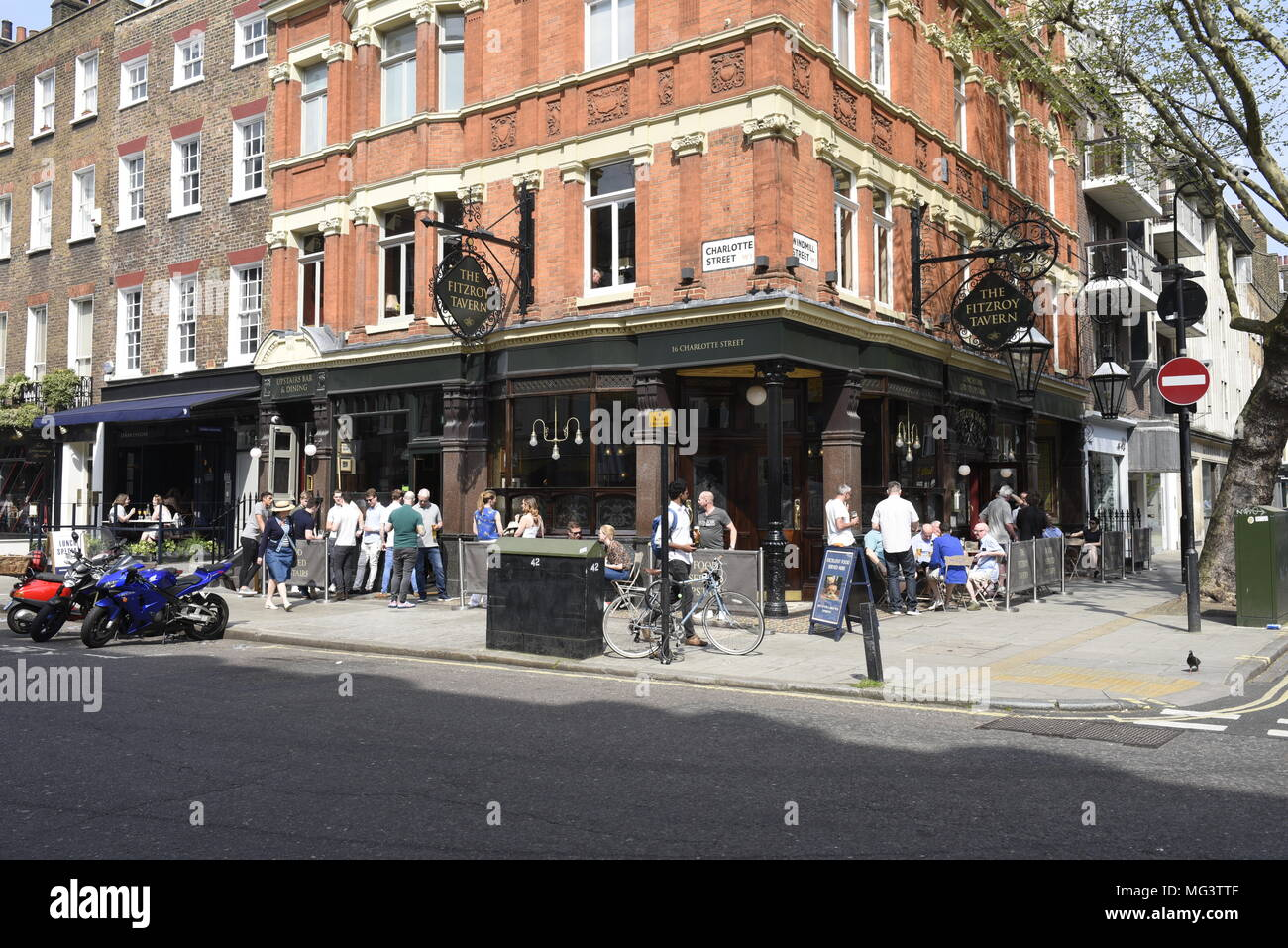 The Fitzroy Tavern, 16 Charlotte St, Fitzrovia, London W1T 2LY. A traditional London pub attracting students and media types. - Stock Image