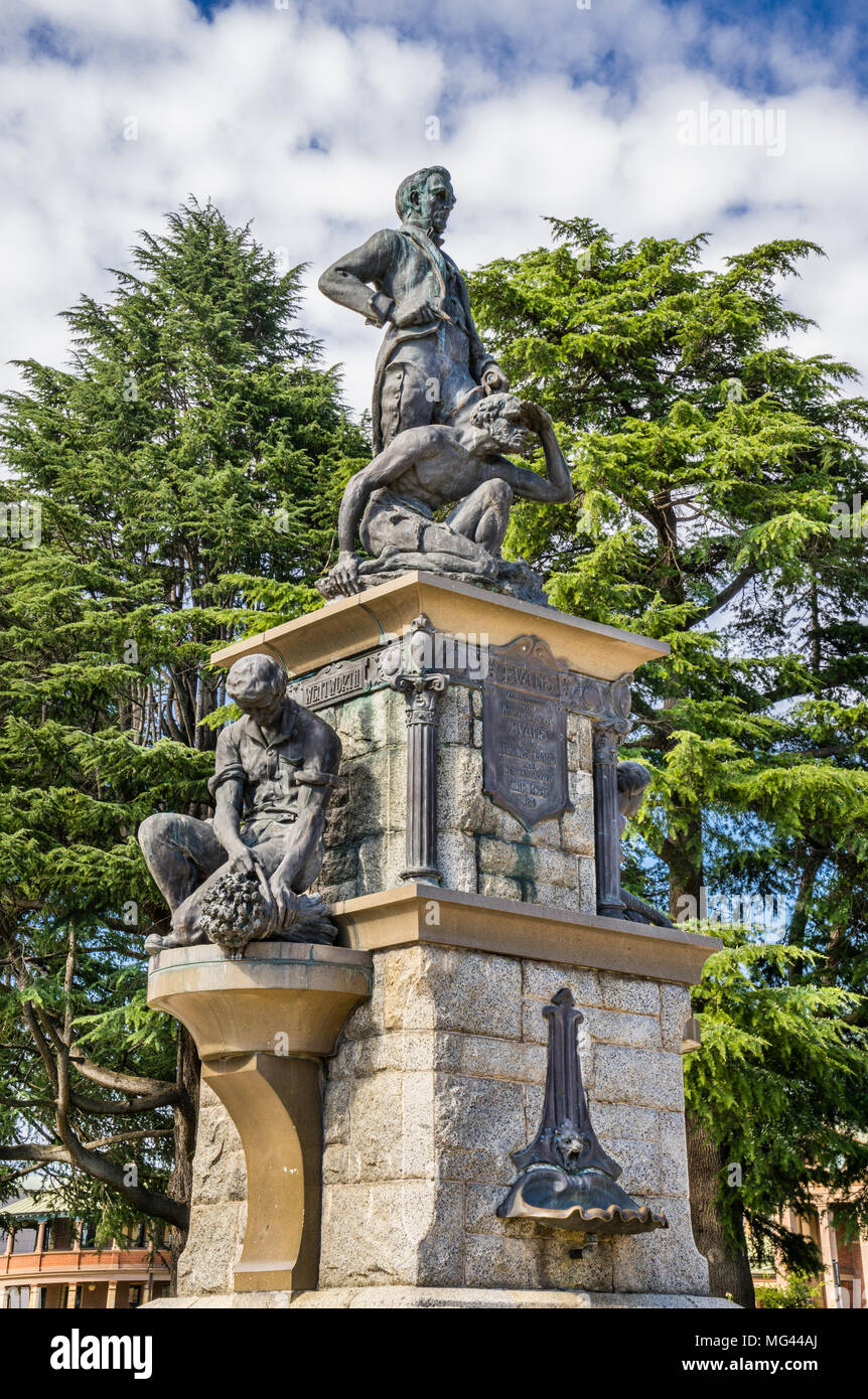 Memorial to to the surveyor and explorer George William Evans, who crossed the Great Dividing Range in 1813, Kings Parade, Bathurst, Central Tableland - Stock Image