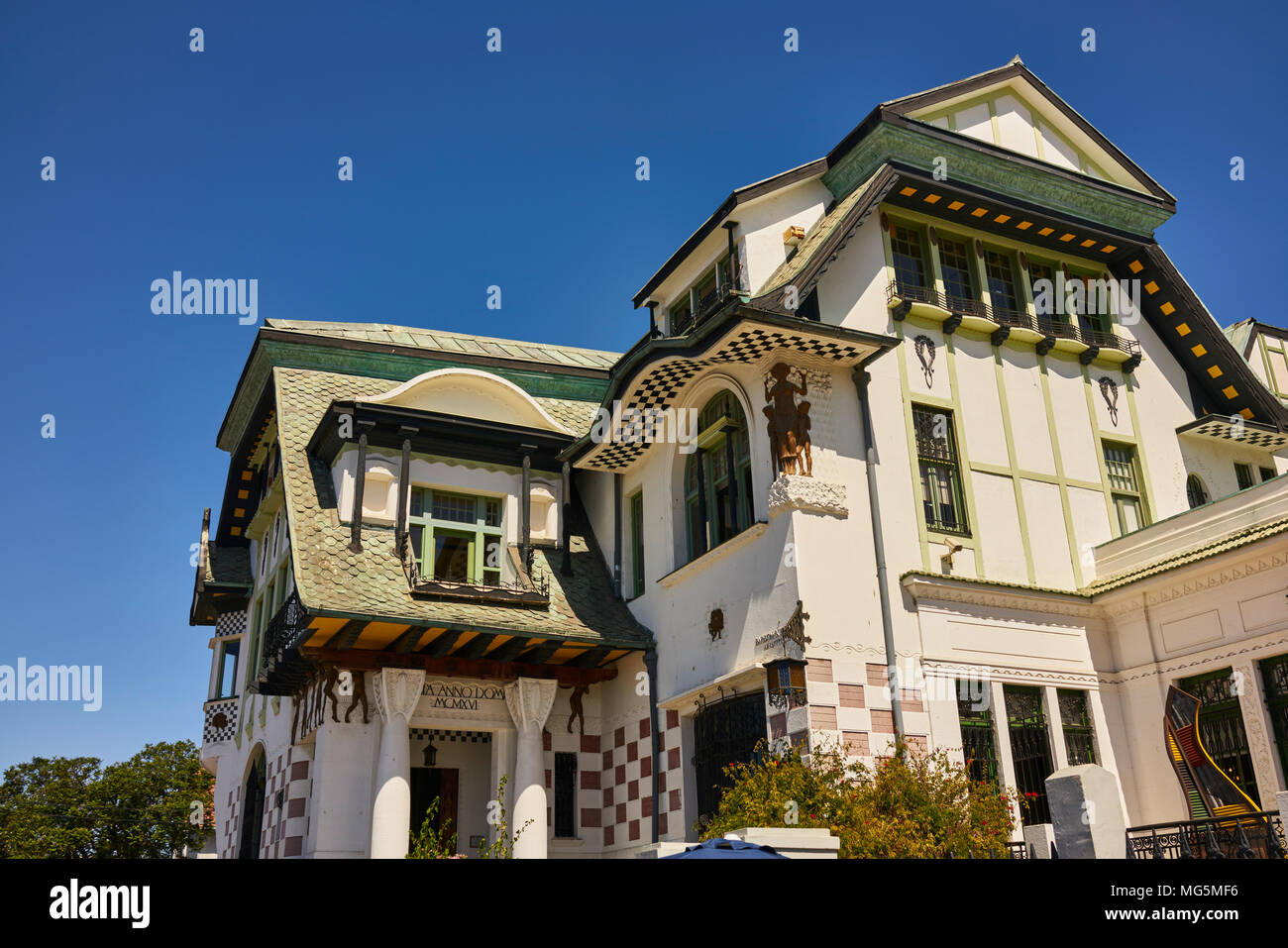 Building exterior of the Municipal Museum of Fine Arts in Valparaiso, Chile. A cloudless summer sky above. Low angle shot. - Stock Image