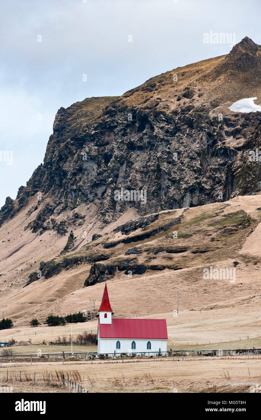 Reynisfjara, South Iceland. Reyniskirkja church (1929) stands by the road leading down to the famous black sand beach - Stock Image