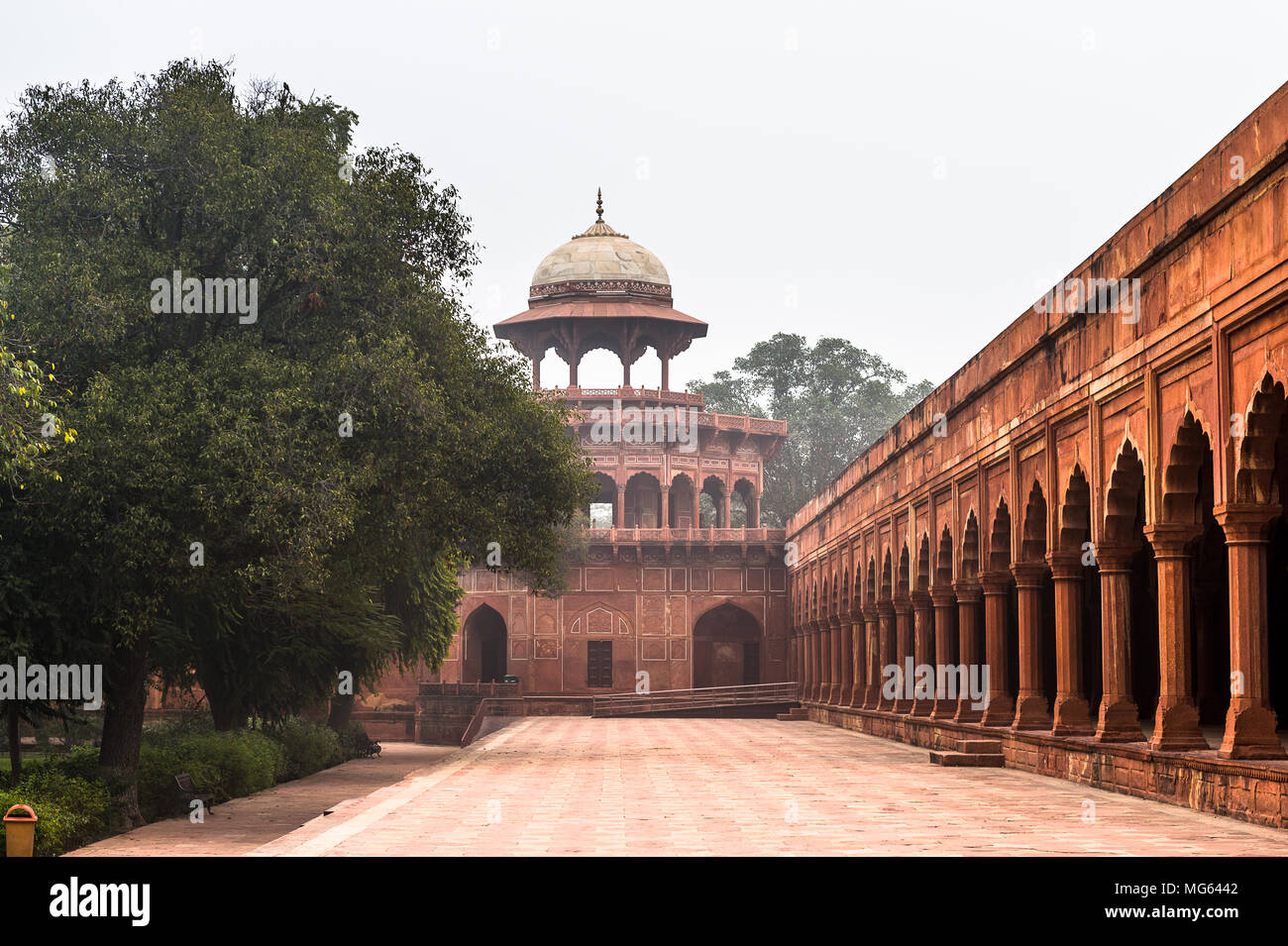 Gate for Taj Mahal (Crown of Palaces), an ivory-white marble mausoleum on the south bank of the Yamuna river in Agra. - Stock Image
