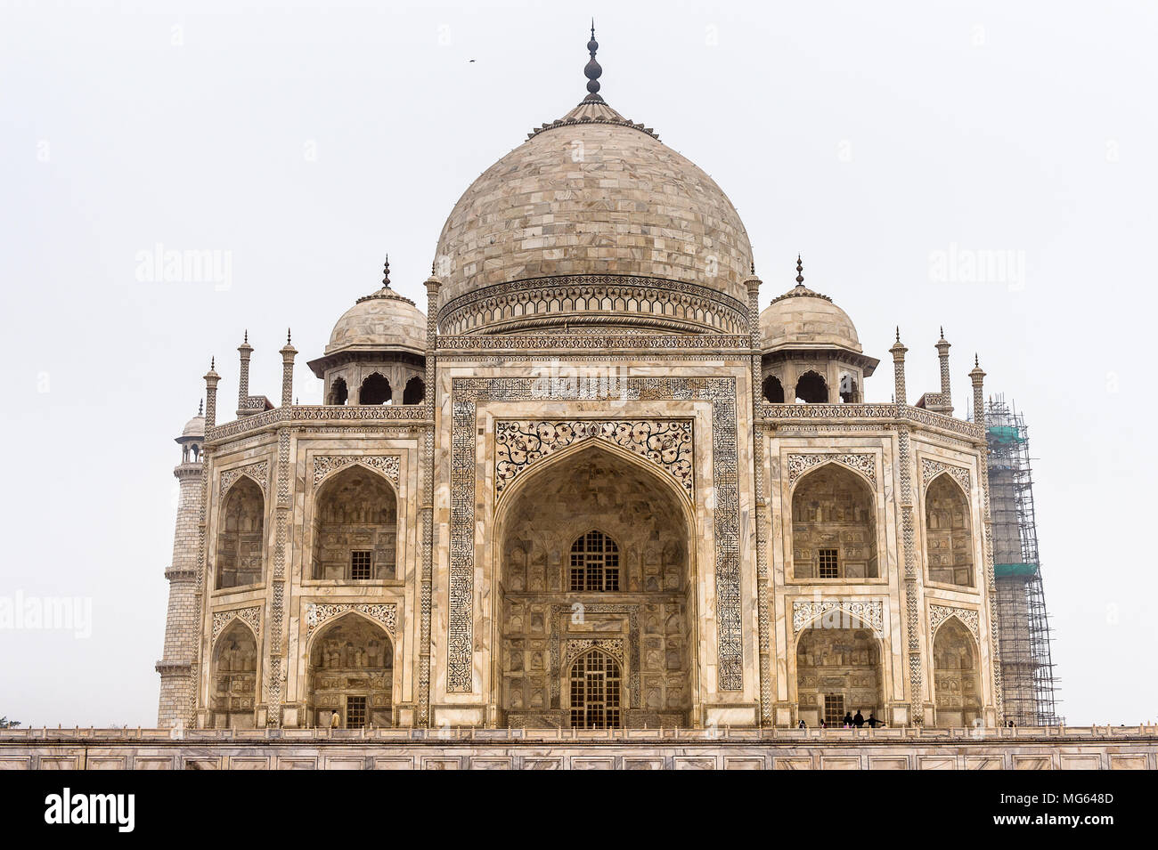 Taj Mahal (Crown of Palaces), an ivory-white marble mausoleum on the south bank of the Yamuna river in Agra. - Stock Image