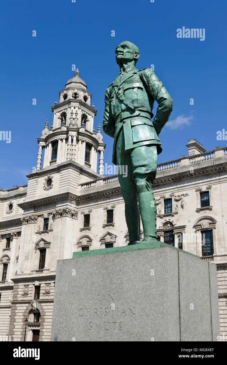 The bronze statue of Jan Christian Smuts by Jacob Epstein, England, United Kingdom - Stock Image
