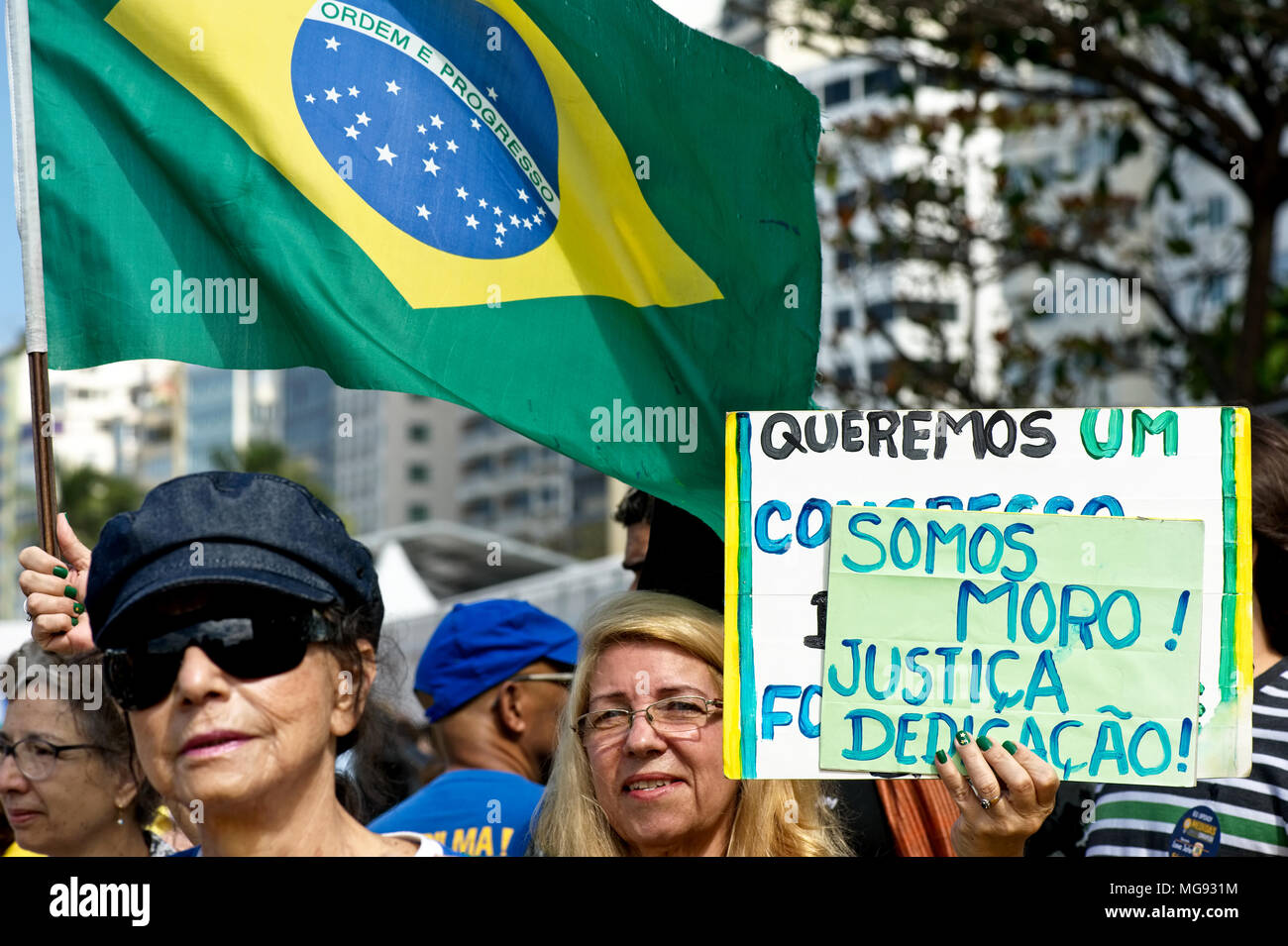 Rio de Janeiro, Brazil - July 31, 2016: Demonstrators show their support for anti-corruption efforts being pursued by the judge Sergio Moro - Stock Image