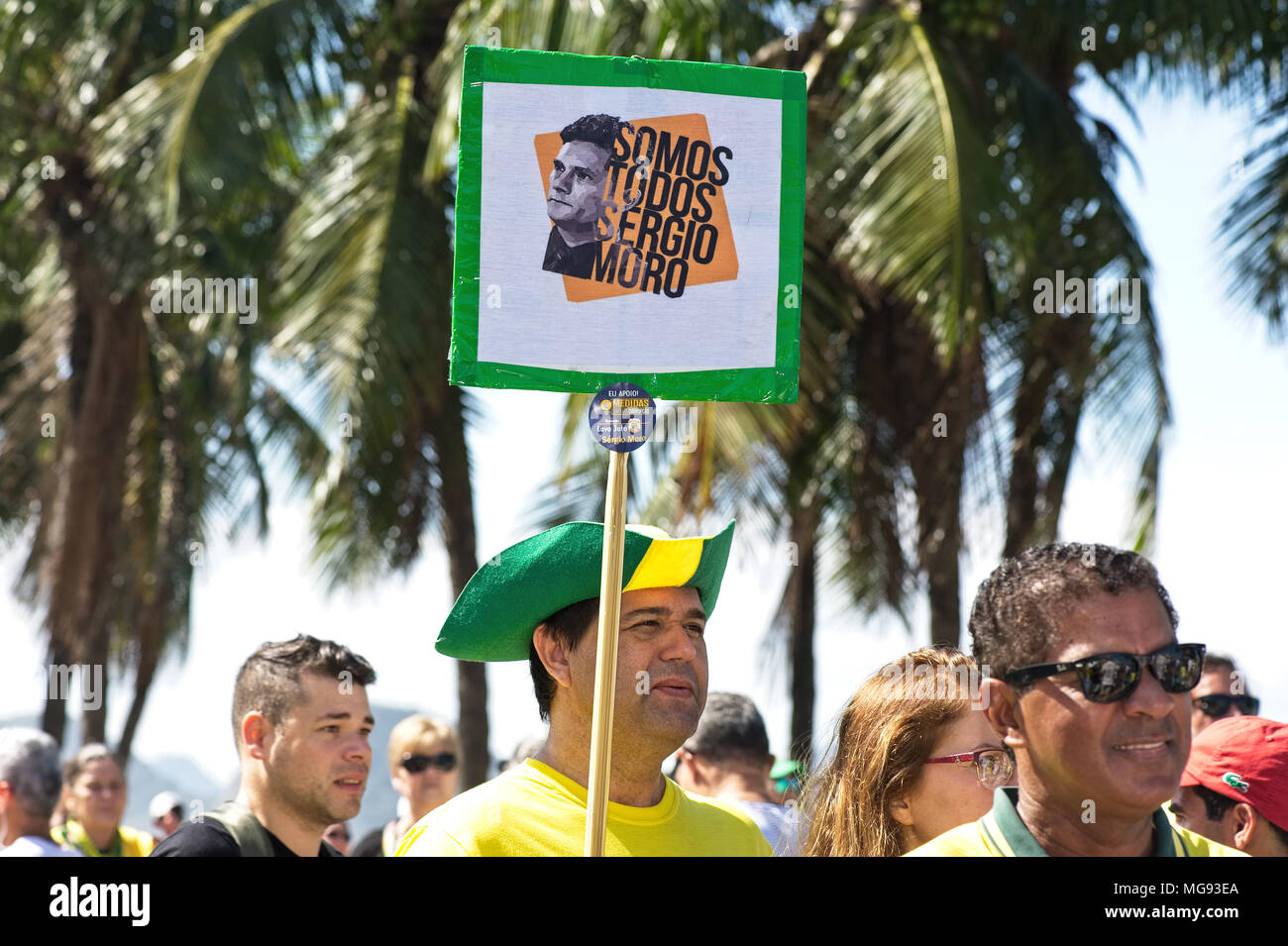 Copacabana, Rio de Janeiro, Brazil - July 31, 2016: Demonstrator shows his support for anti-corruption efforts being pursued by the judge Sergio Moro - Stock Image