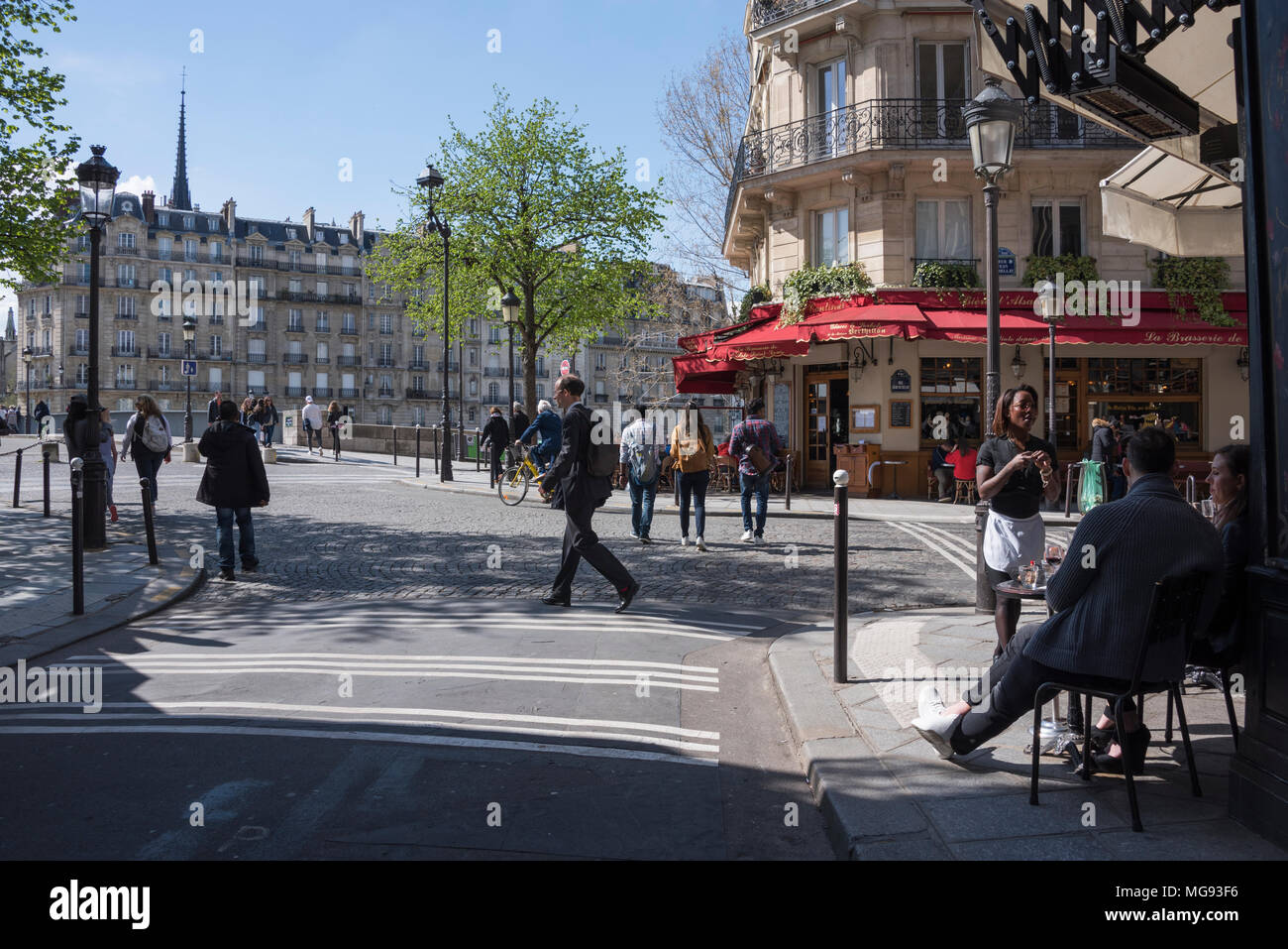 Cafe at the corner of Rue Jean du Bellay, Ile Saint Louis, Paris, France - Stock Image
