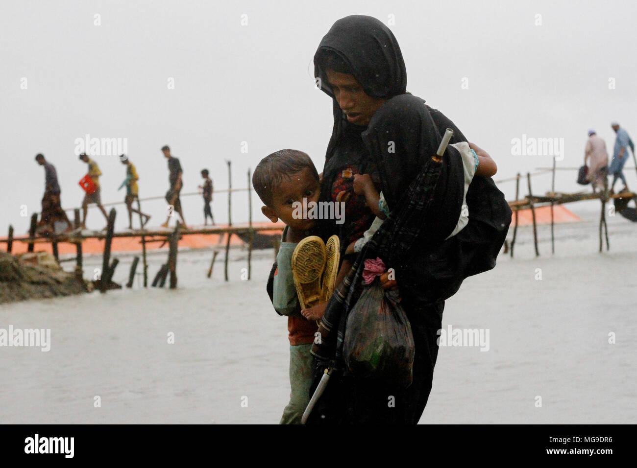 Bangladesh: Rohingya refugees fleeing military operation in Myanmar's Rakhine state, entered Bangladesh territory to take shelter in Cox's Bazar, Bang - Stock Image