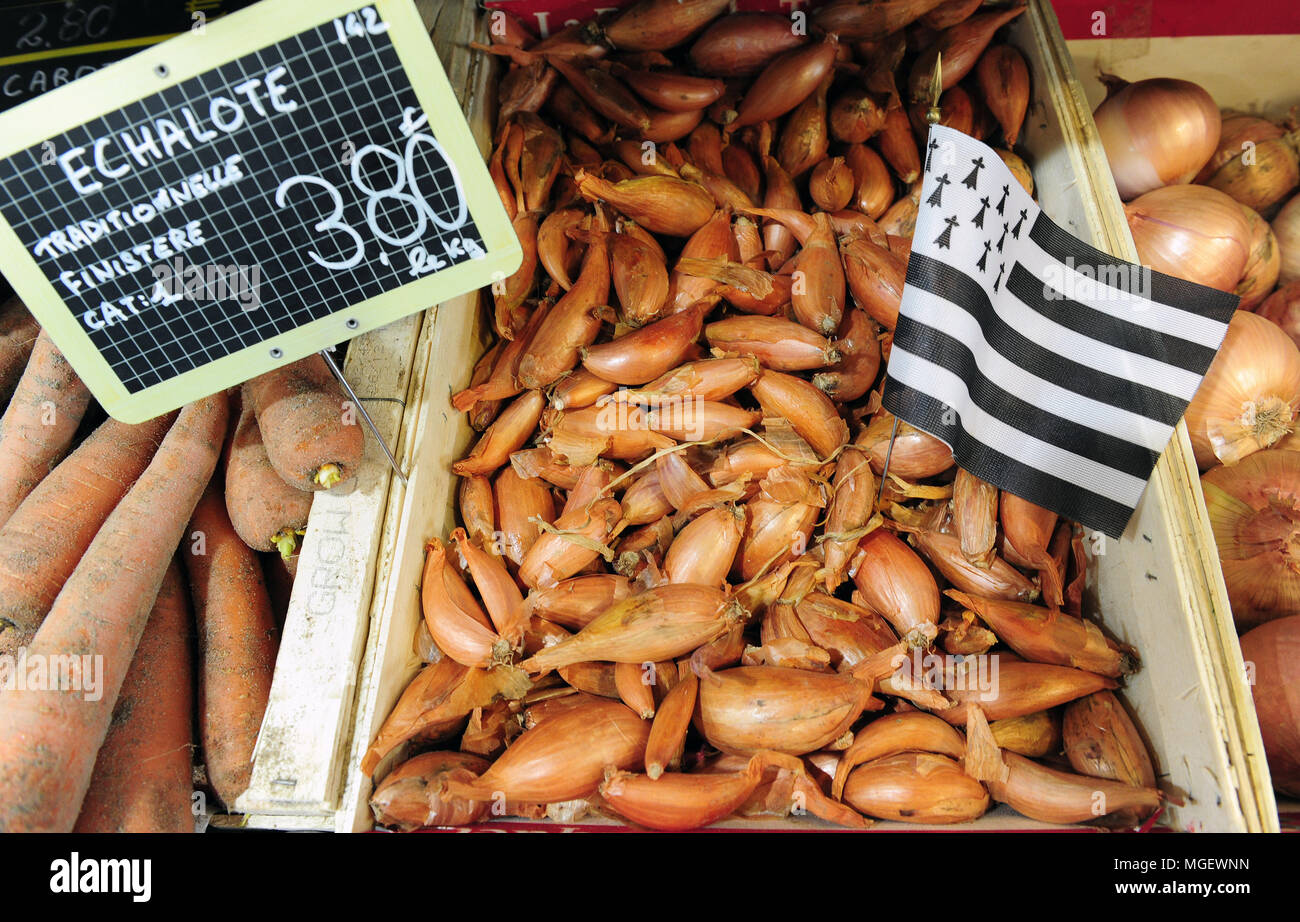 Locally grown shallots for sale ay the Halles St-Louis Market in the centre of Brest, Brittany, France Stock Photo