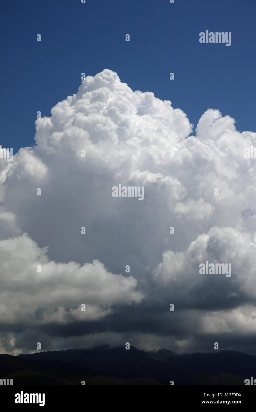 towering cumulonimbus cloud, thunderstorm cloud - Stock Image