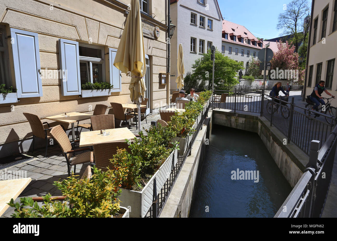 27 April 2018, Germany, Augsburg: A canal with water from the Lechs flowing through the old town. The city of Augsburg has applied as 'Wasserbau und Wasserkraft, Trinkwasser und Brunnenkunst in Augsburg' (lit. hydarulic engineering, hydropower, drinking water and fountain art) for admission to the UNESCO world heritage list. Photo: Karl-Josef Hildenbrand/dpa Stock Photo