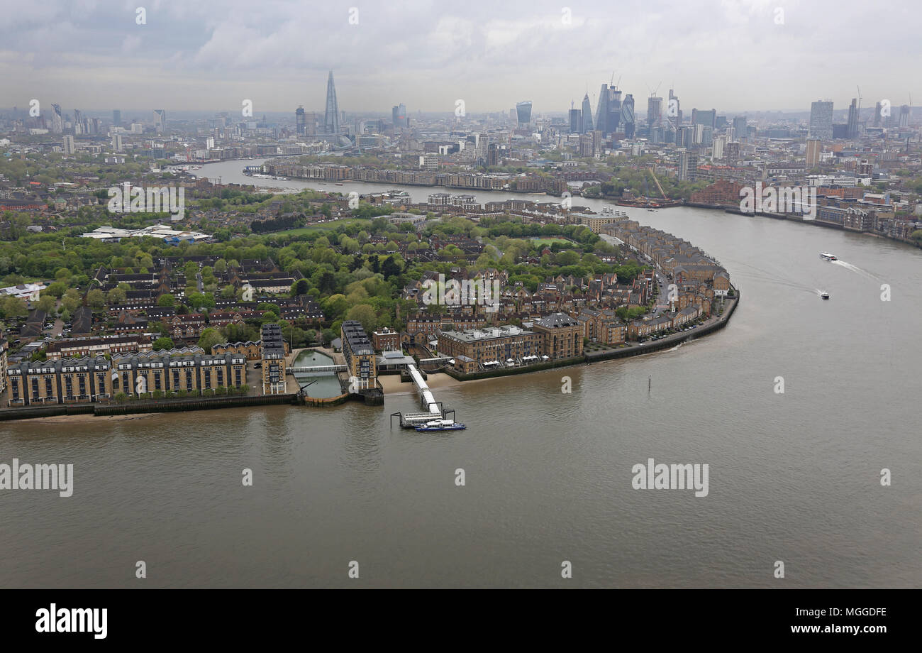 High level view of the River Thames from Canary Wharf looking towards the City of London. Site of the proposed new cycle/pedestrian river bridge. - Stock Image